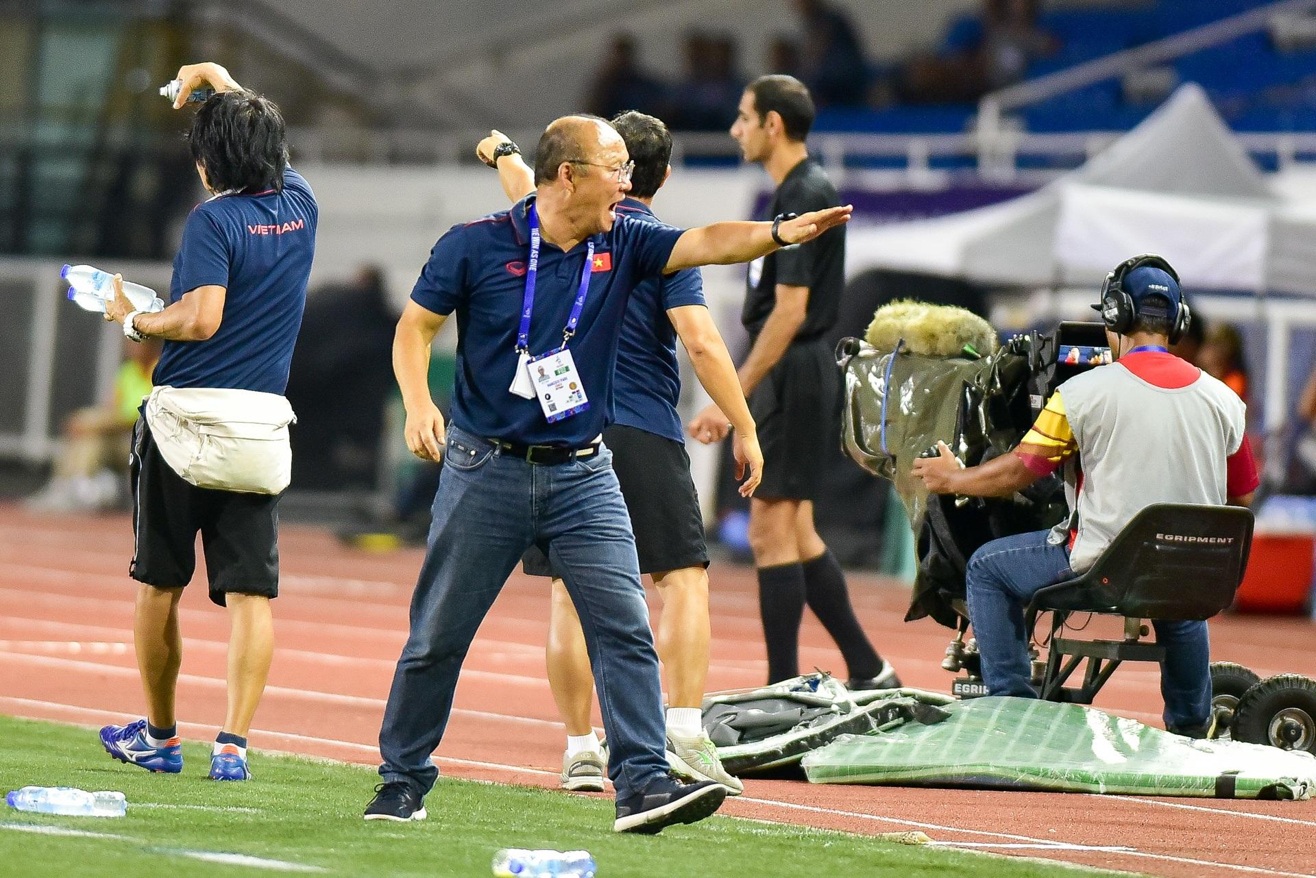 Những cảm xúc đặc biệt của HLV Park Hang Seo trong trận thắng U22 Campuchia - 9