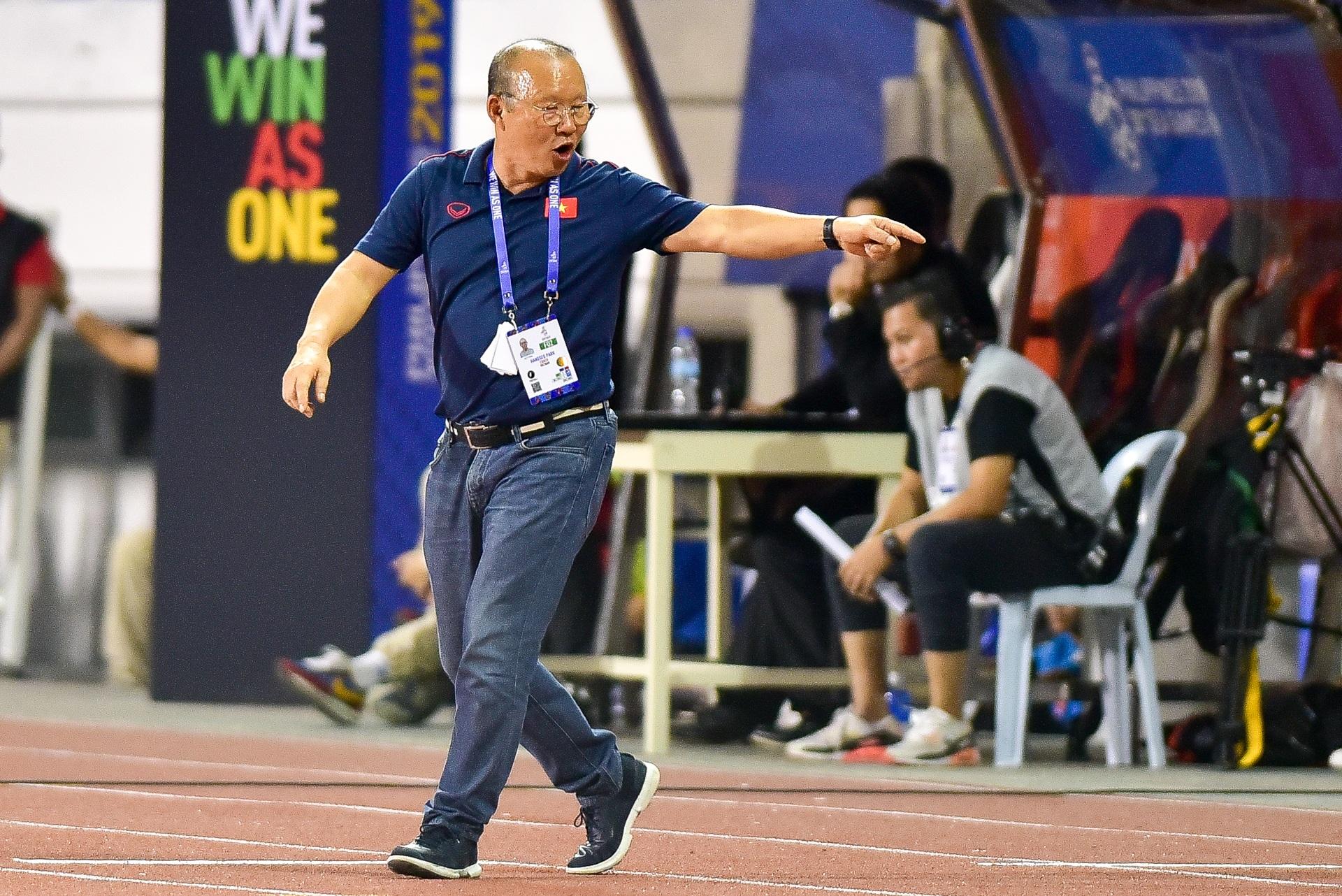 Những cảm xúc đặc biệt của HLV Park Hang Seo trong trận thắng U22 Campuchia - 5