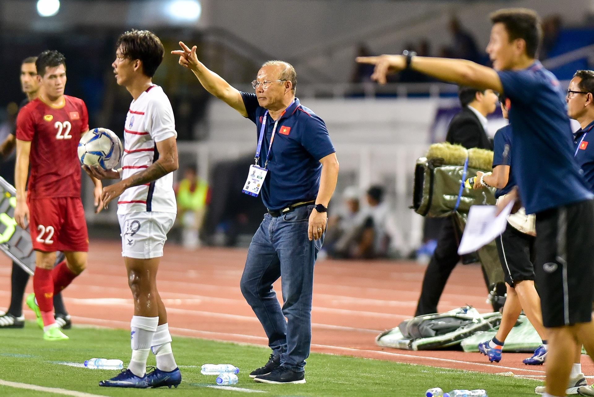 Những cảm xúc đặc biệt của HLV Park Hang Seo trong trận thắng U22 Campuchia - 17