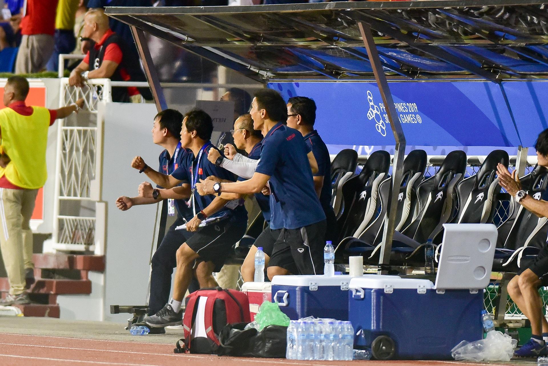 Những cảm xúc đặc biệt của HLV Park Hang Seo trong trận thắng U22 Campuchia - 7