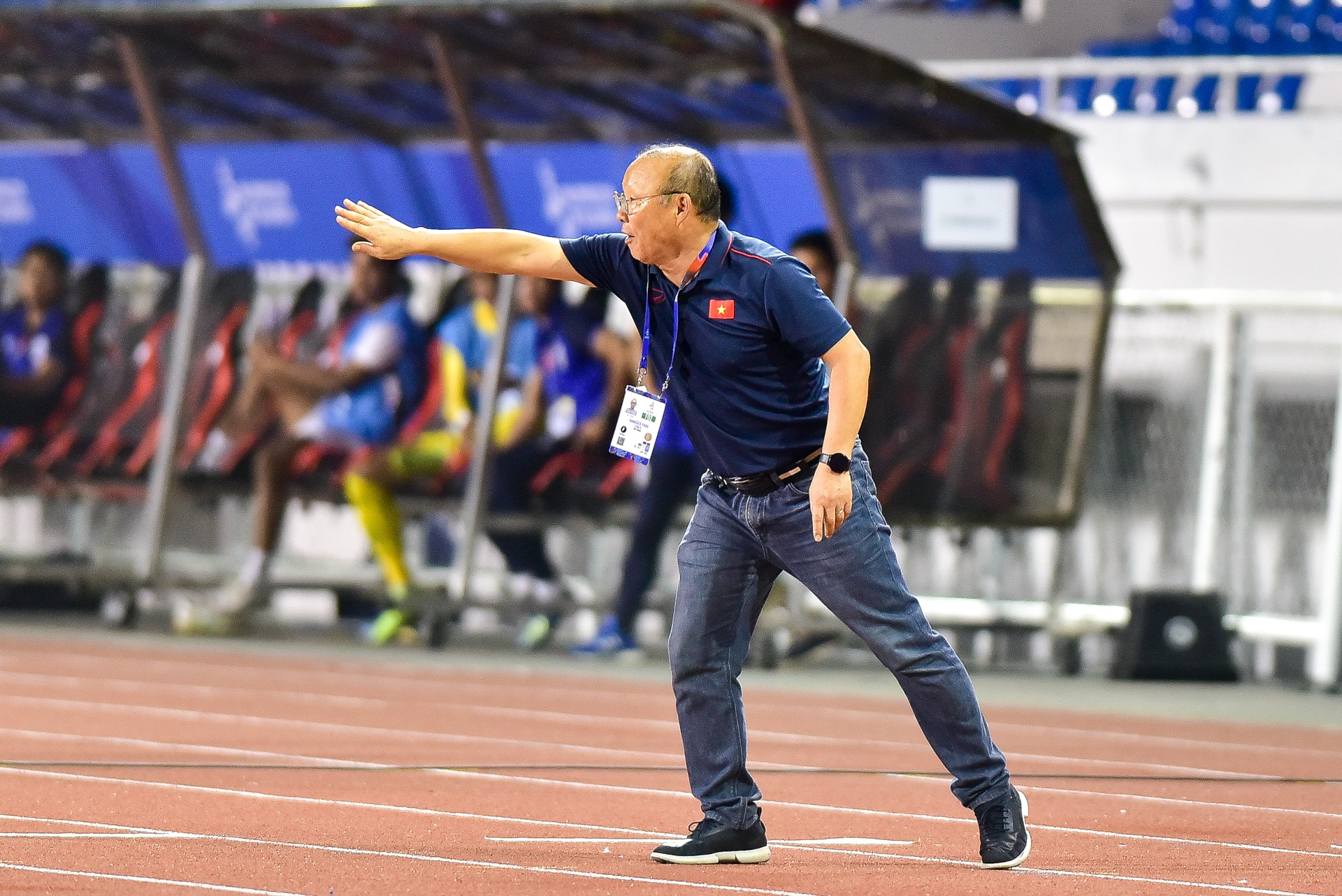 Những cảm xúc đặc biệt của HLV Park Hang Seo trong trận thắng U22 Campuchia - 15