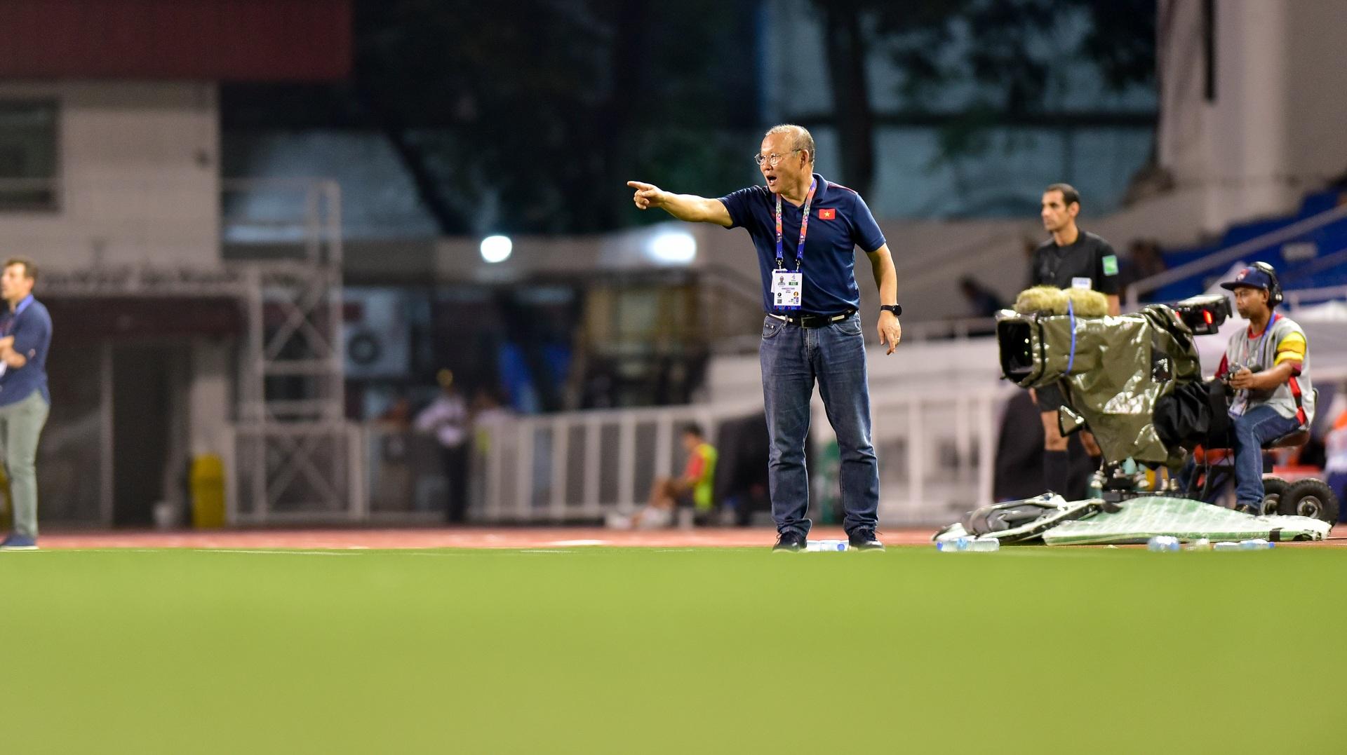 Những cảm xúc đặc biệt của HLV Park Hang Seo trong trận thắng U22 Campuchia - 21
