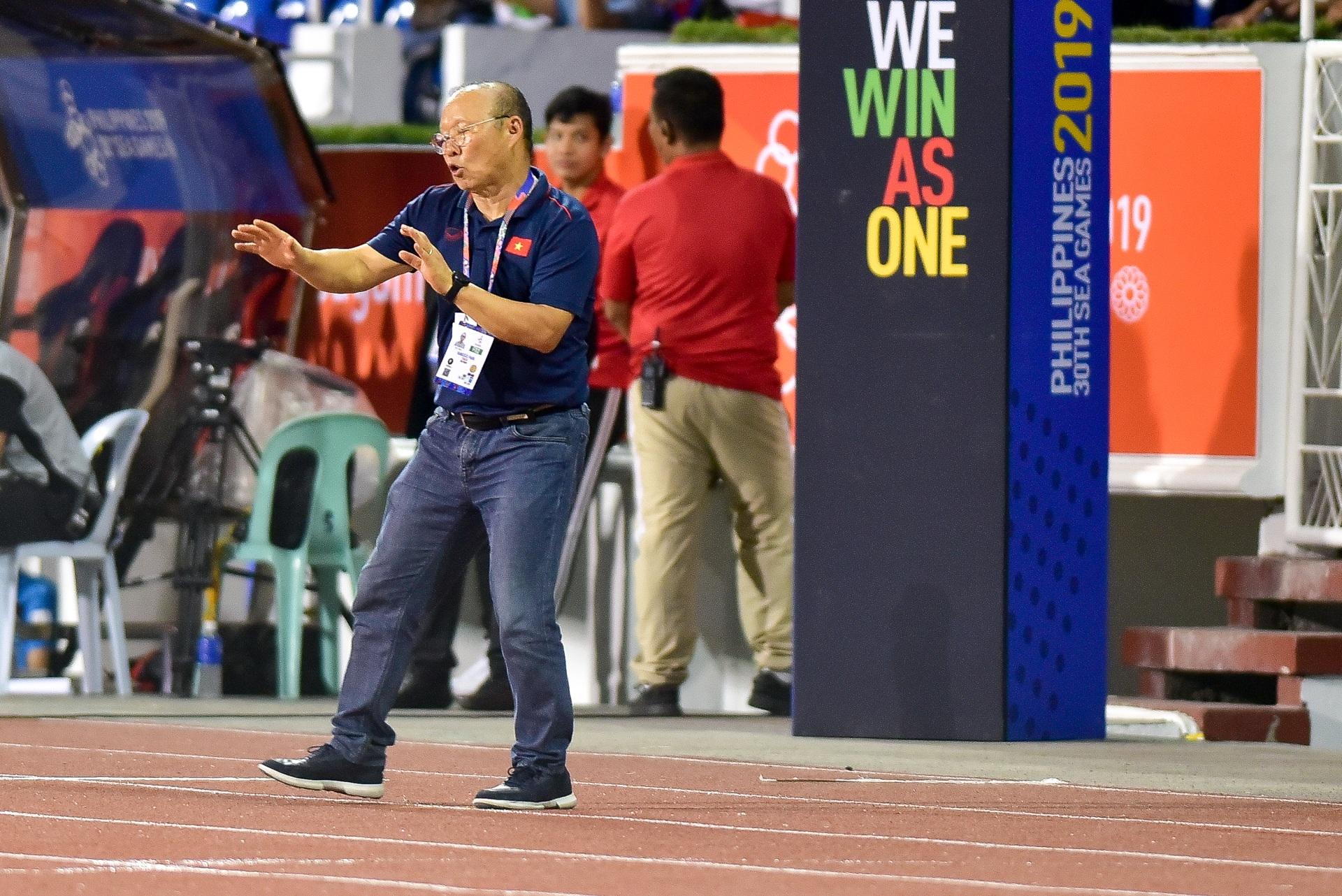 Những cảm xúc đặc biệt của HLV Park Hang Seo trong trận thắng U22 Campuchia - 12