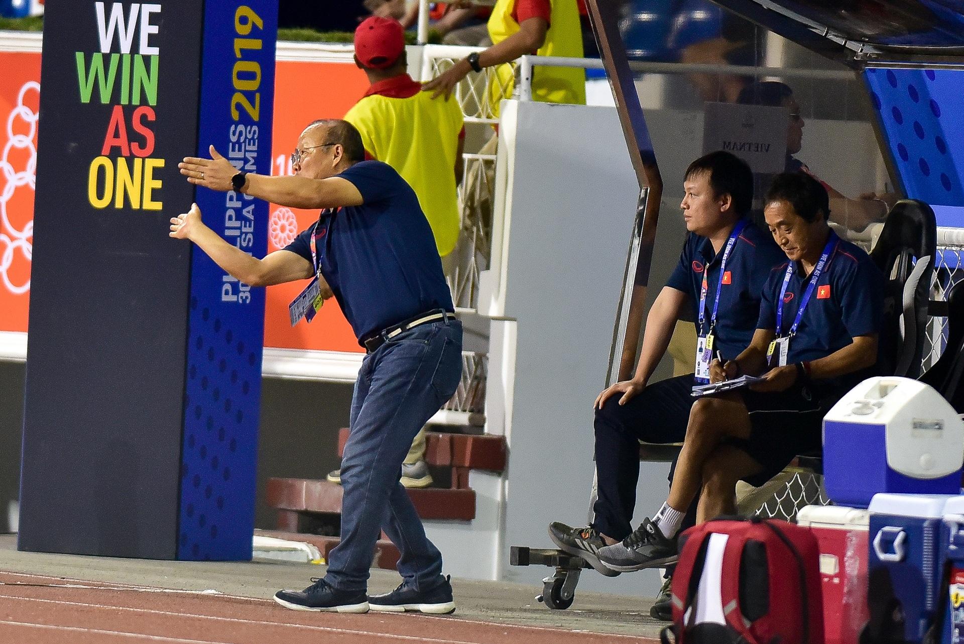 Những cảm xúc đặc biệt của HLV Park Hang Seo trong trận thắng U22 Campuchia - 10