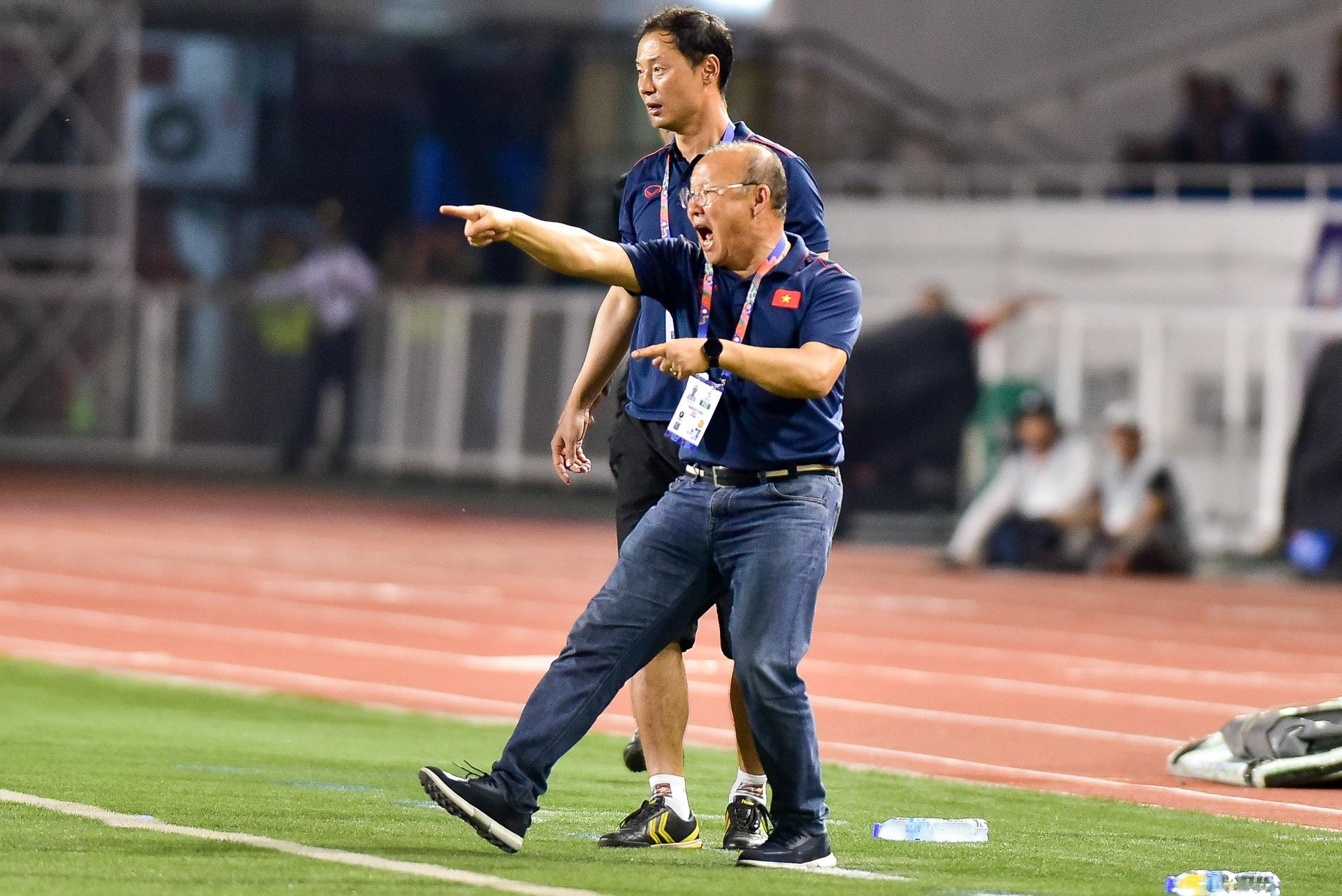 Những cảm xúc đặc biệt của HLV Park Hang Seo trong trận thắng U22 Campuchia - 18