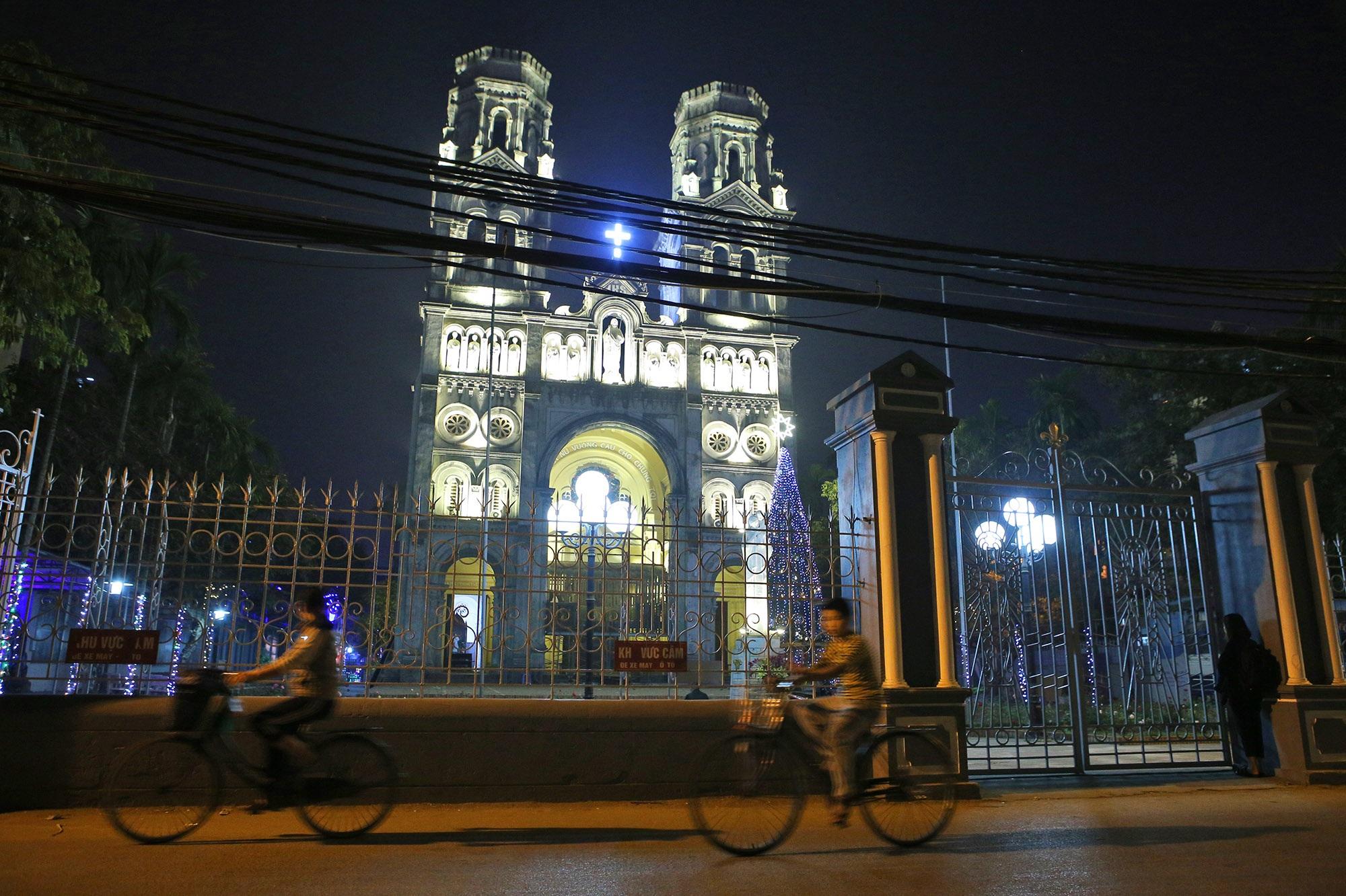 Các nhà thờ tại Hà Nội tỏa sáng lung linh chờ đón Noel 2019 - 1