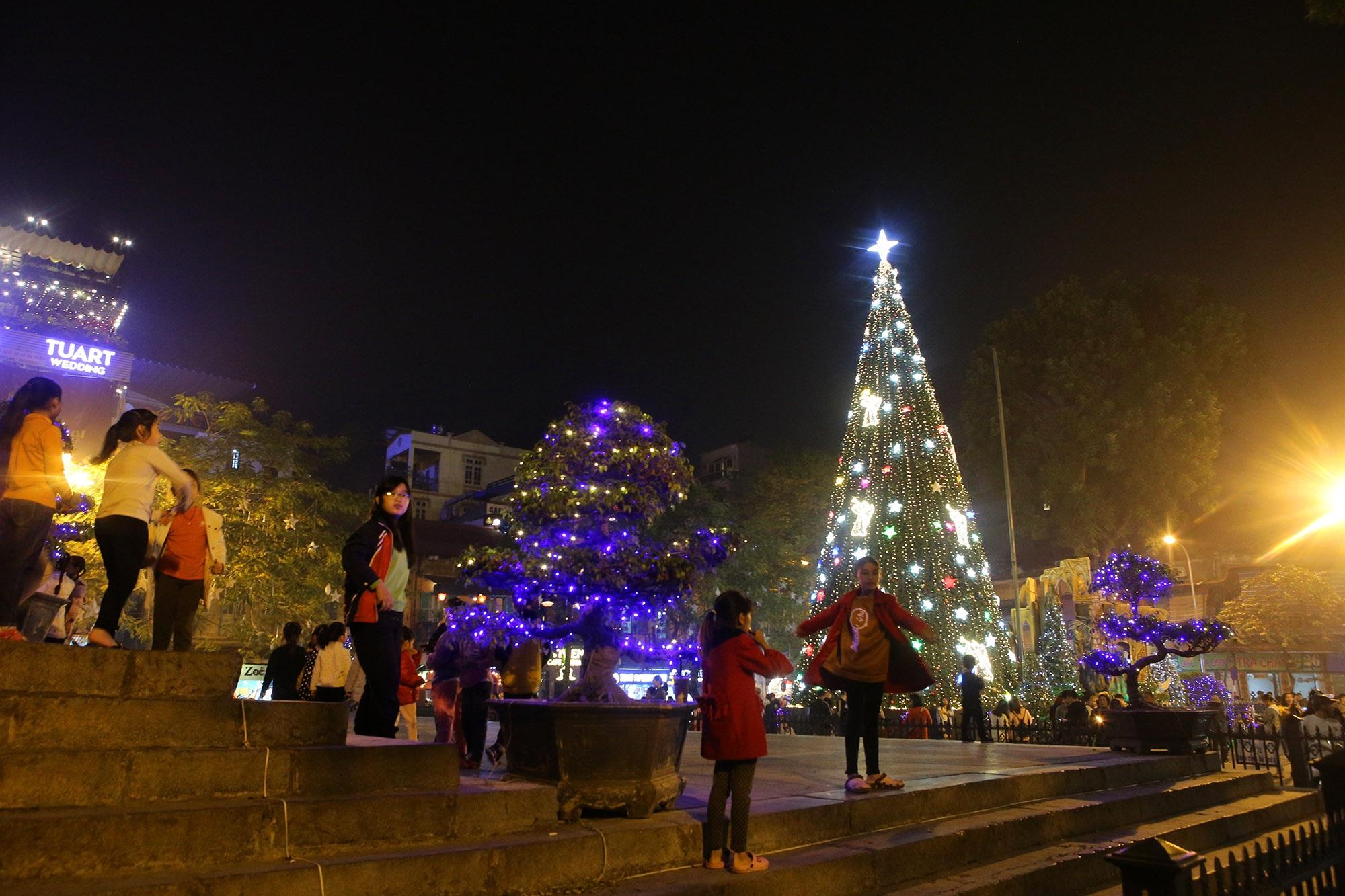 Các nhà thờ tại Hà Nội tỏa sáng lung linh chờ đón Noel 2019 - 11