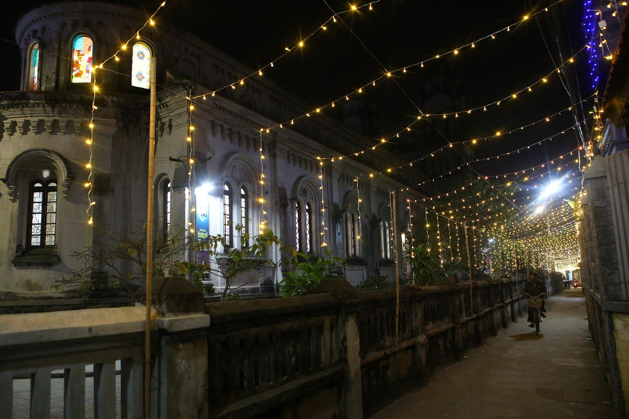 Các nhà thờ tại Hà Nội tỏa sáng lung linh chờ đón Noel 2019 - 13