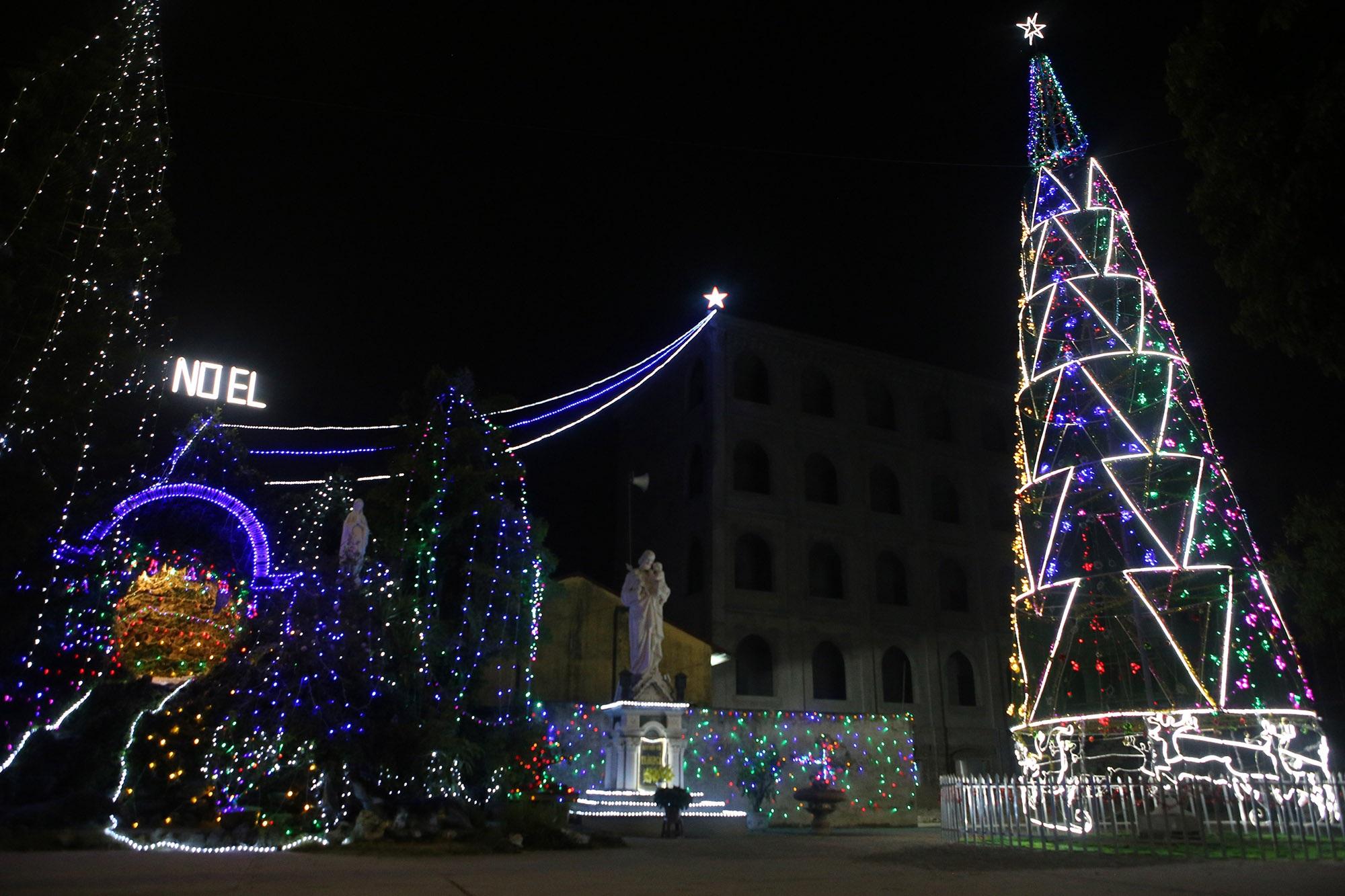Các nhà thờ tại Hà Nội tỏa sáng lung linh chờ đón Noel 2019 - 14