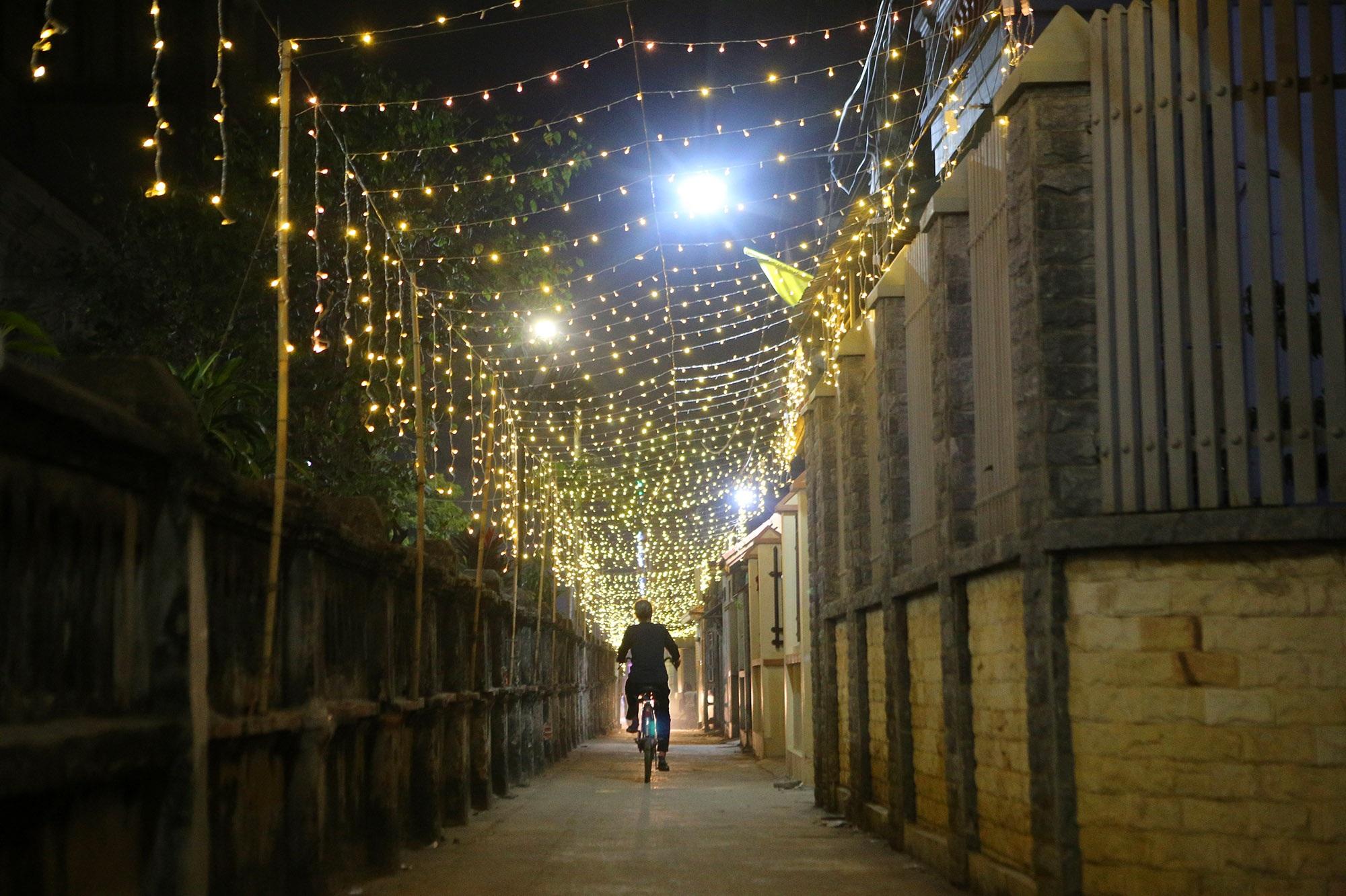 Các nhà thờ tại Hà Nội tỏa sáng lung linh chờ đón Noel 2019 - 15