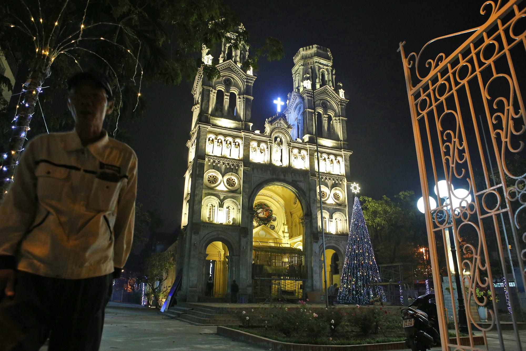 Các nhà thờ tại Hà Nội tỏa sáng lung linh chờ đón Noel 2019 - 4