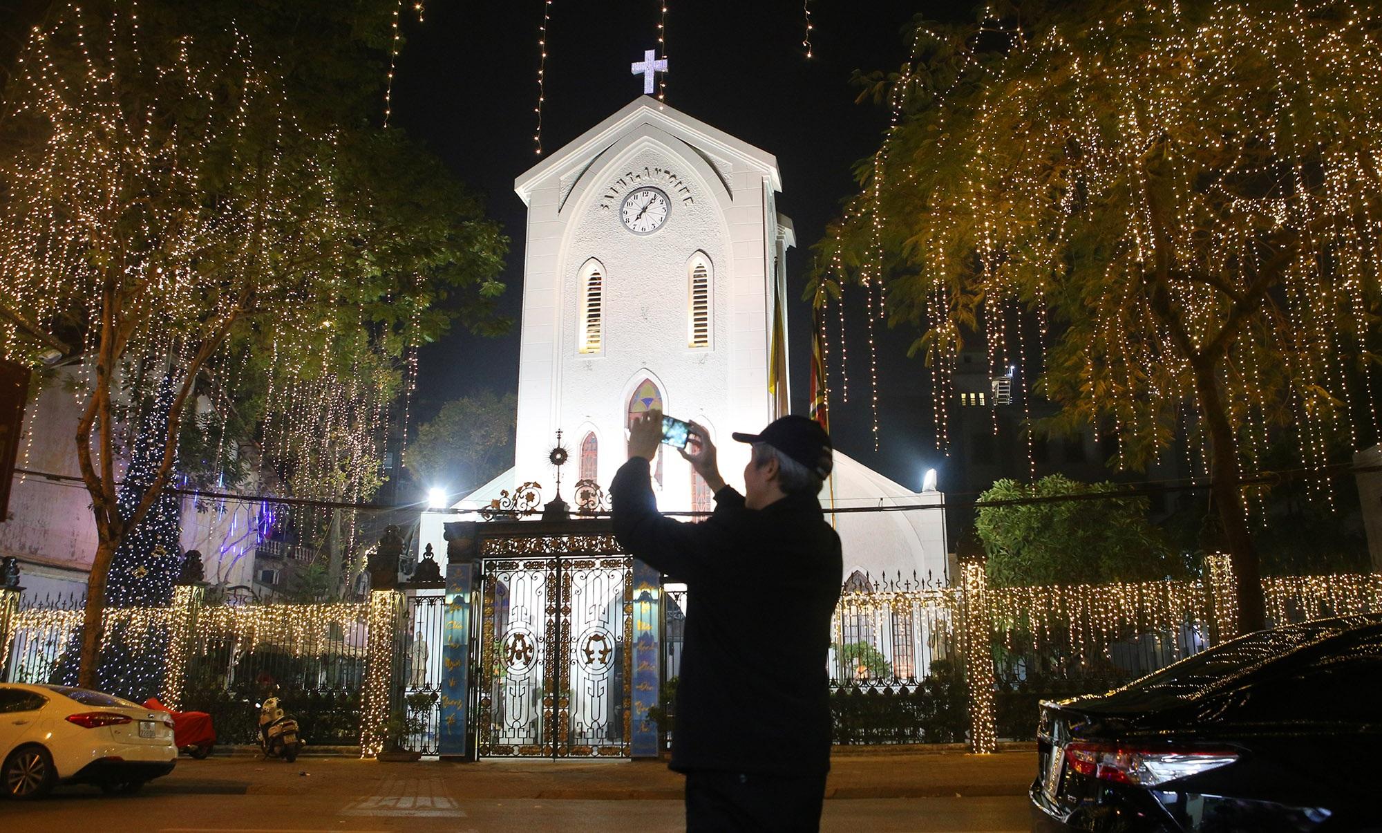 Các nhà thờ tại Hà Nội tỏa sáng lung linh chờ đón Noel 2019 - 5