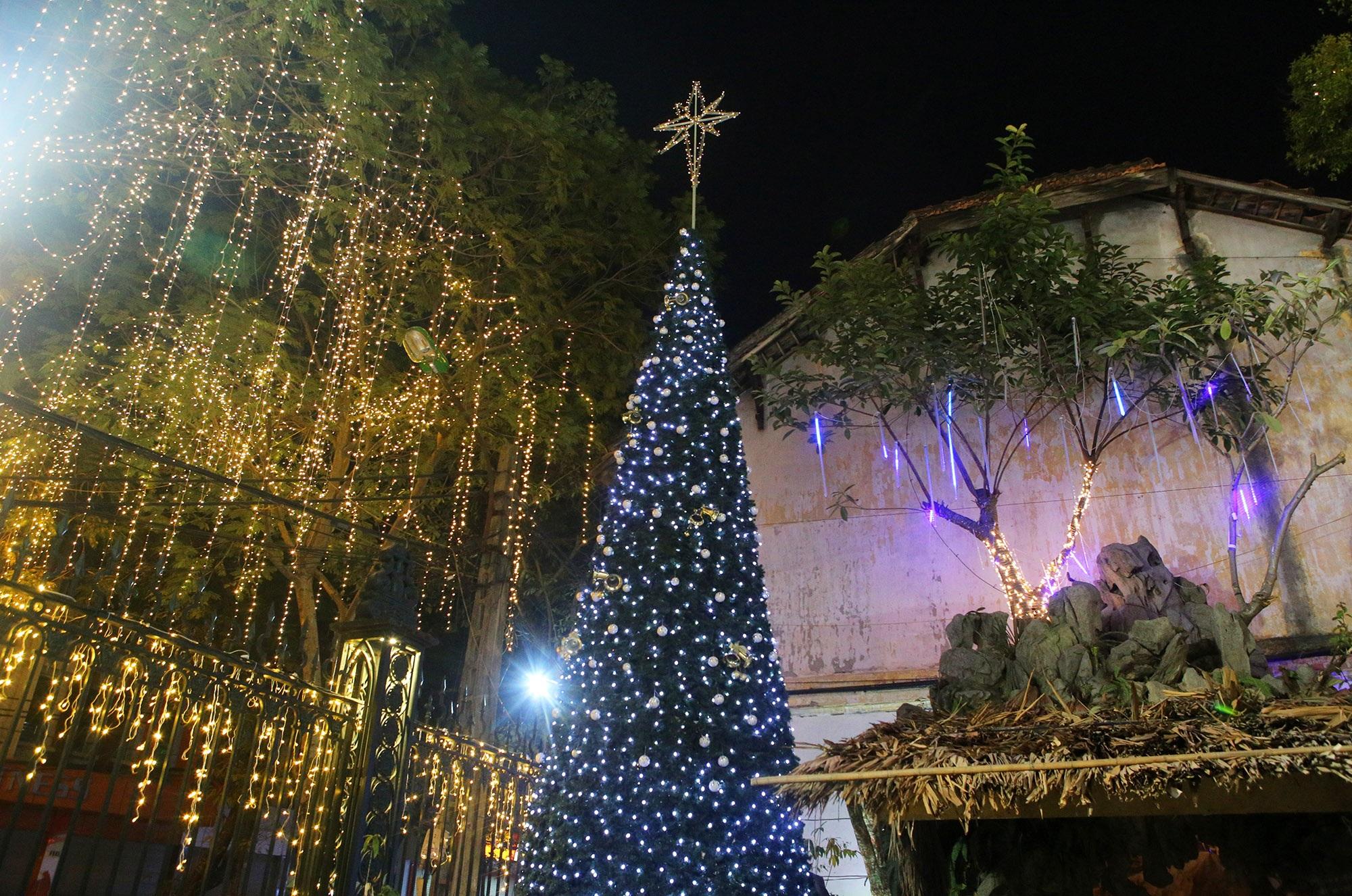 Các nhà thờ tại Hà Nội tỏa sáng lung linh chờ đón Noel 2019 - 7