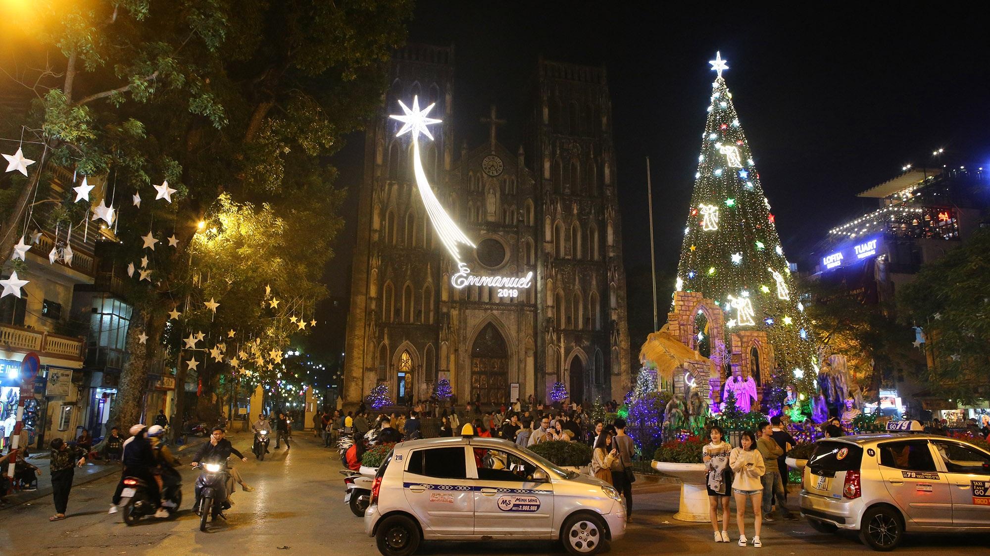 Các nhà thờ tại Hà Nội tỏa sáng lung linh chờ đón Noel 2019 - 9