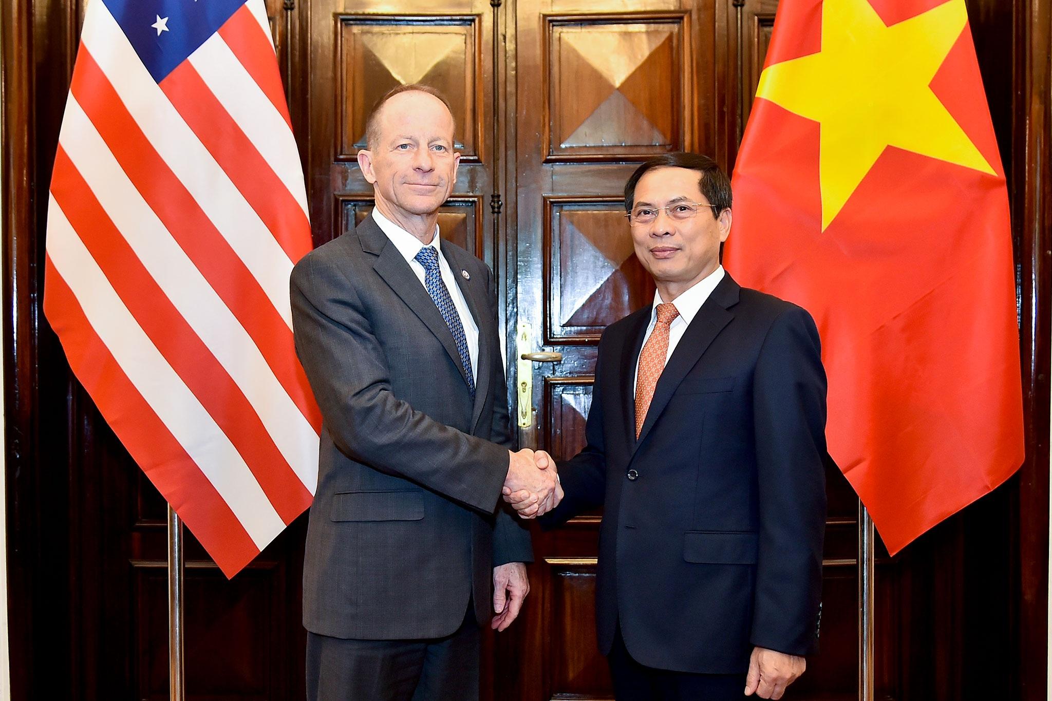 Trợ lý Ngoại trưởng Mỹ: Mỹ ủng hộ Việt Nam nắm giữ các vai trò lãnh đạo toàn cầu - 1