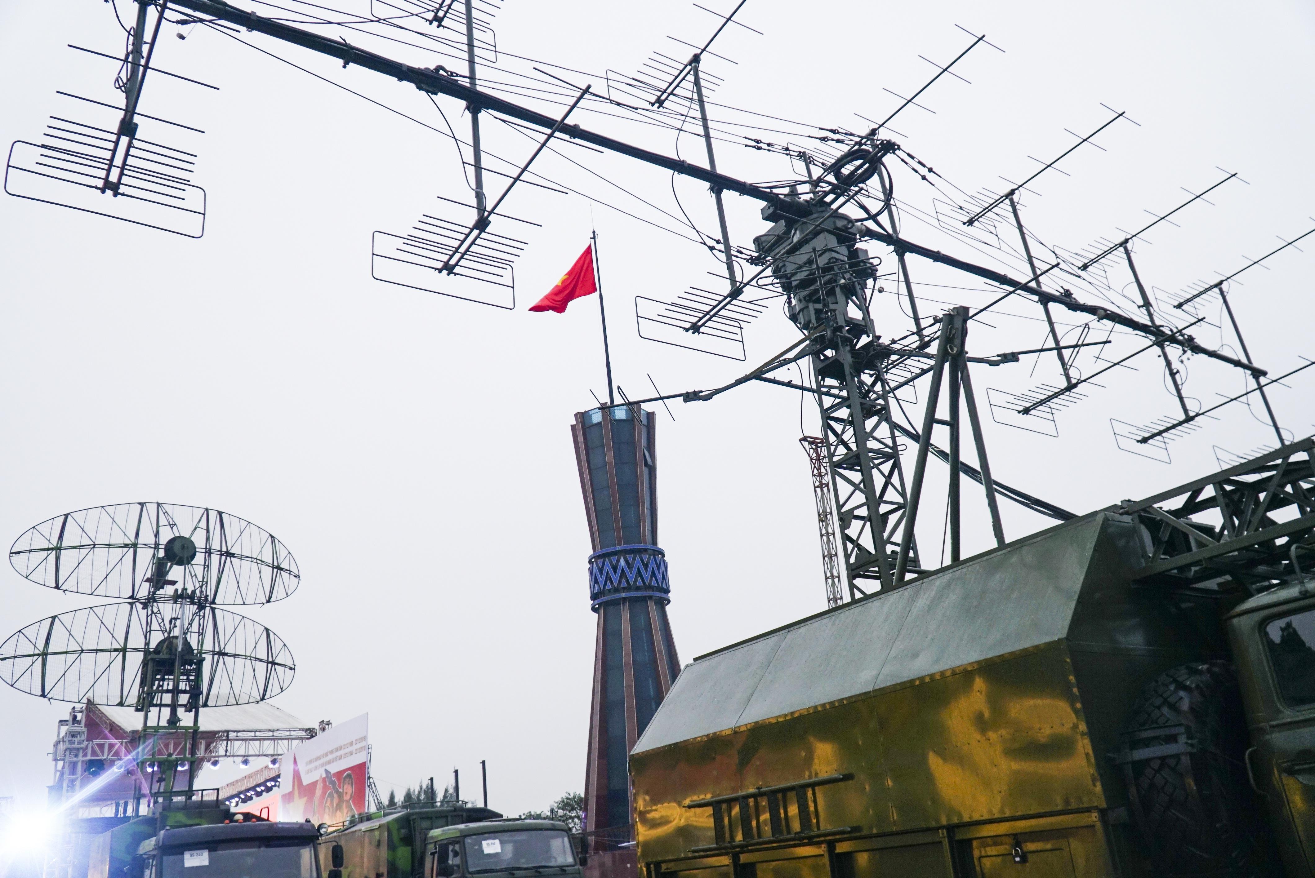 Cận cảnh dàn radar chống mục tiêu tàng hình tối tân của Quân đội Nhân dân Việt Nam - 9