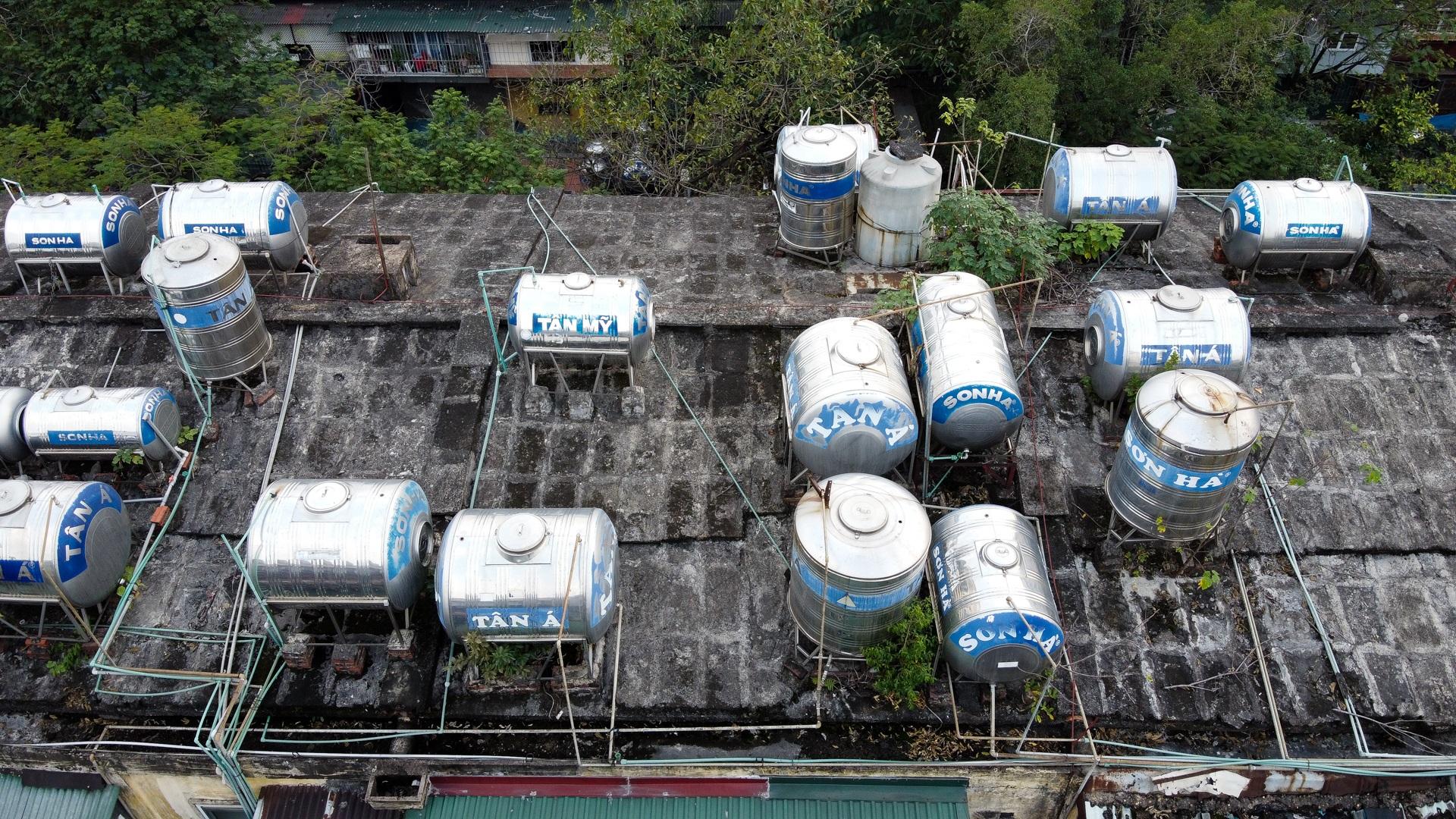 """Ẩn họa từ quả bom nước"""" trên nóc các khu tập thể cũ ở Hà Nội - 6"""