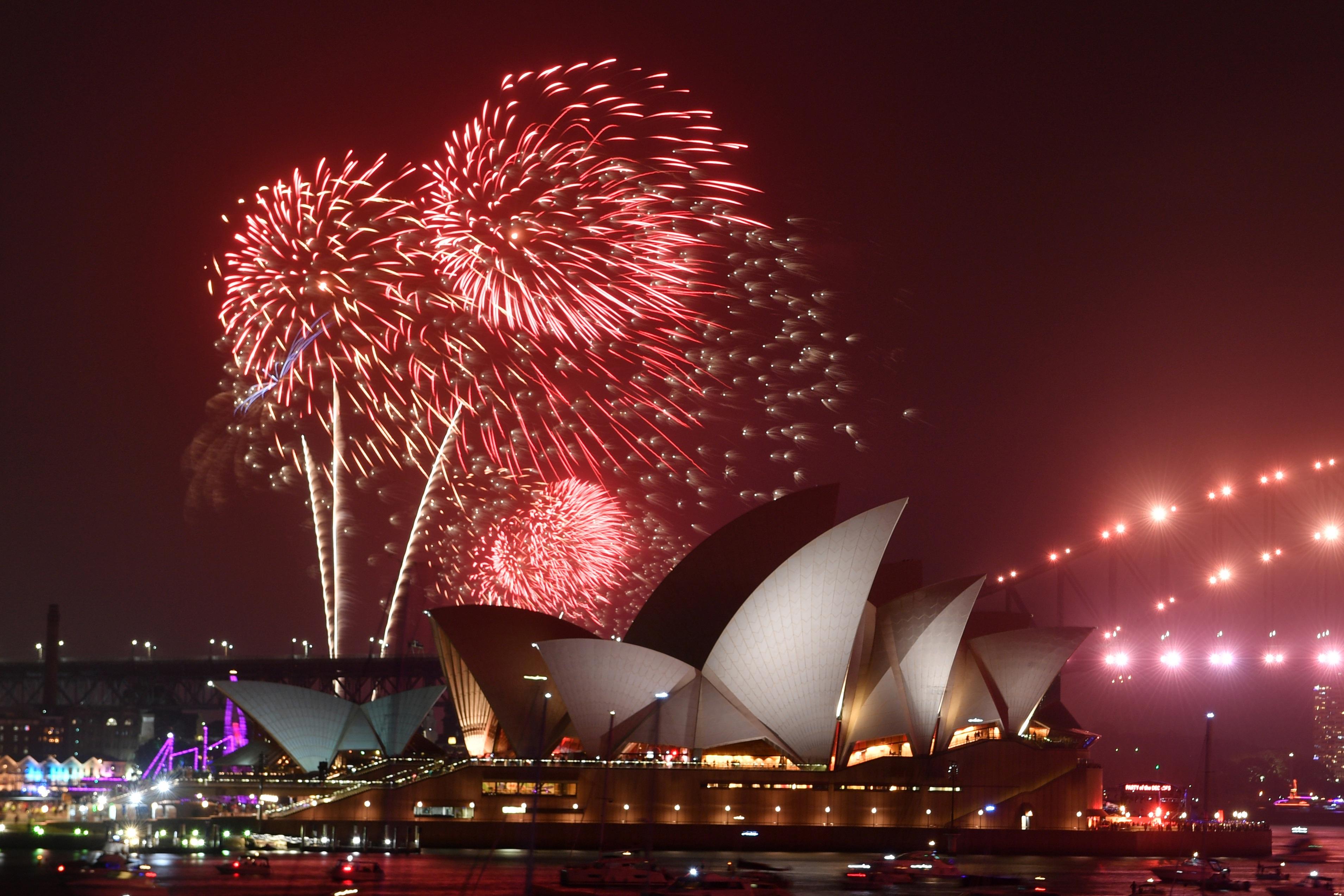 Pháo hoa tưng bừng khắp thế giới đón năm mới 2020 - 17