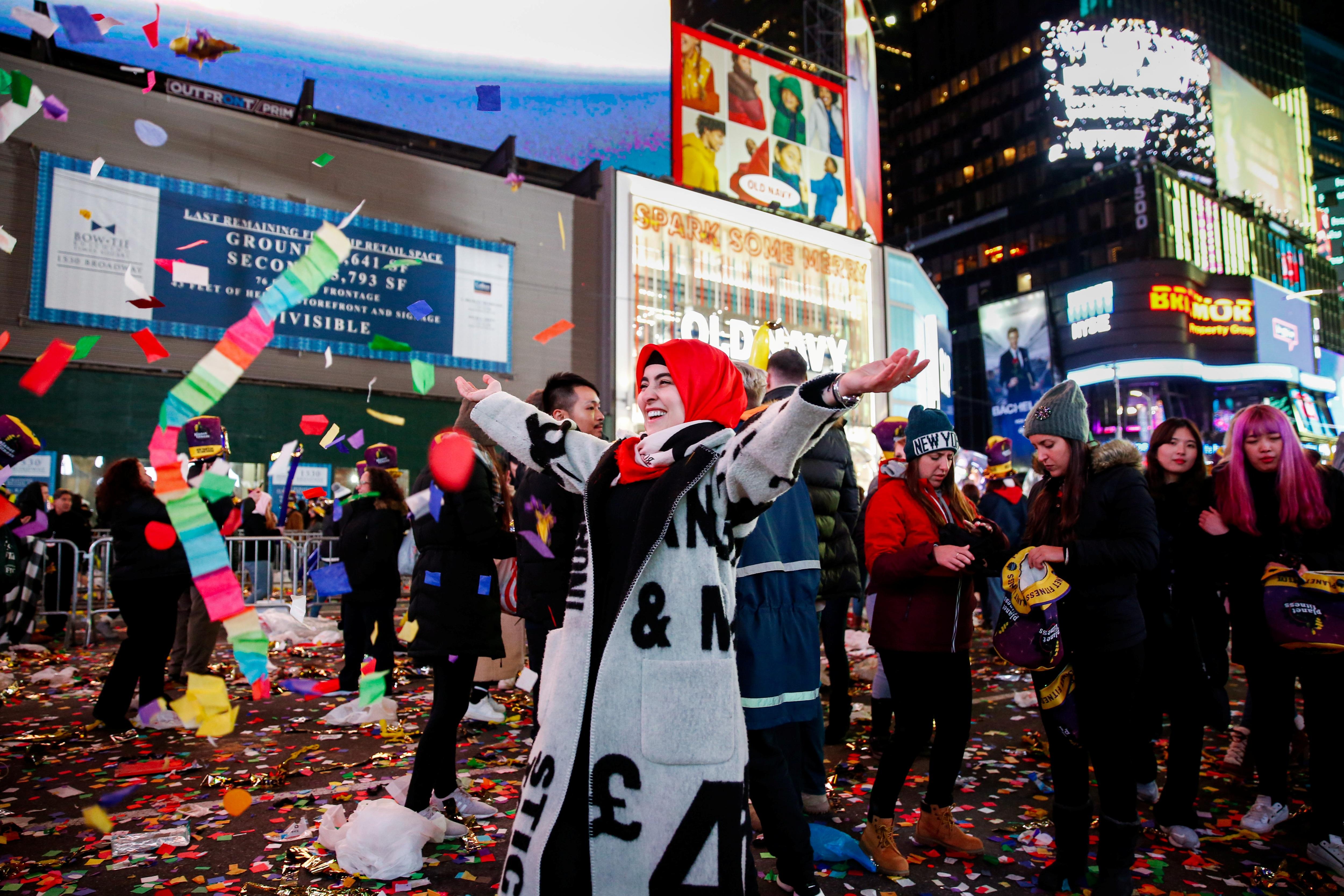 Mỹ tưng bừng chào đón năm mới 2020 - 9