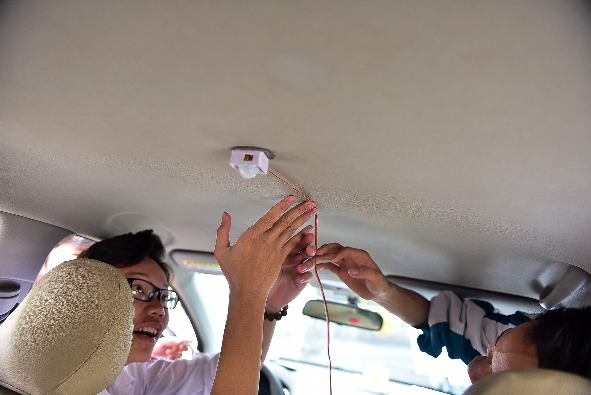 Thiết bị cảnh báo trẻ em bị bỏ quên trên ô tô của hai học sinh Quảng Ninh - 4
