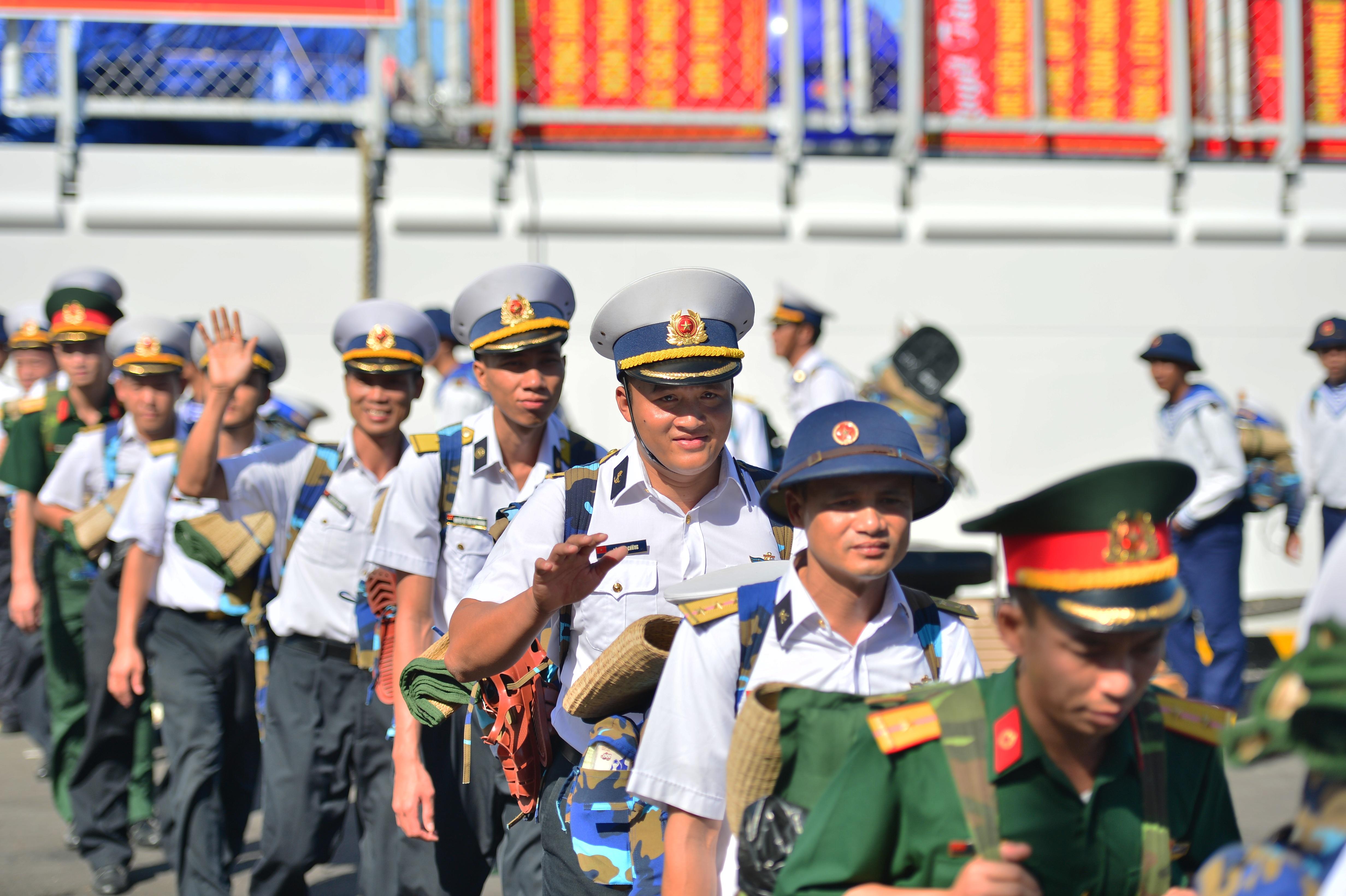 Xúc động lễ tiễn quân ra quần đảo Trường Sa làm nhiệm vụ - 13