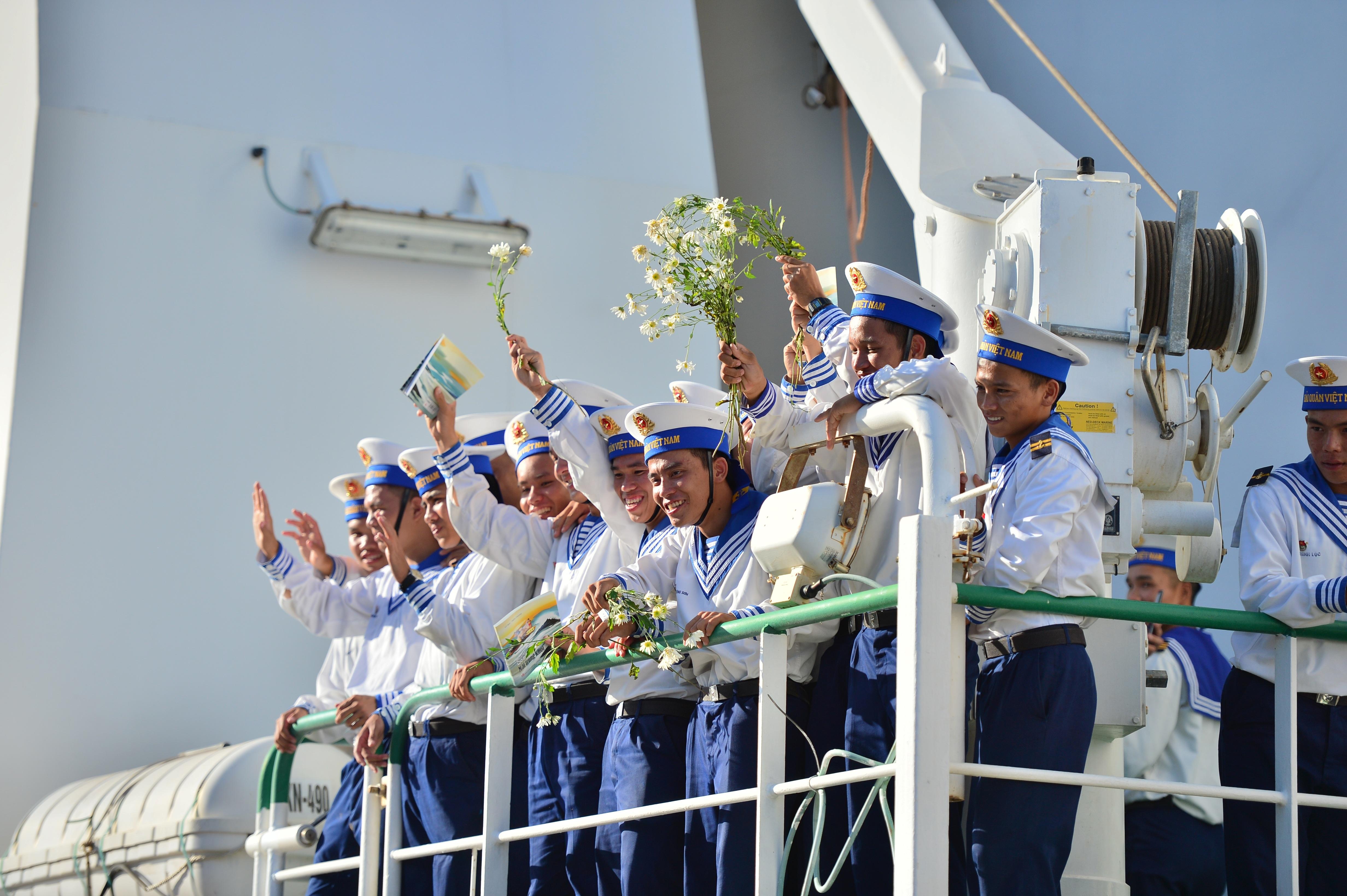 Xúc động lễ tiễn quân ra quần đảo Trường Sa làm nhiệm vụ - 20