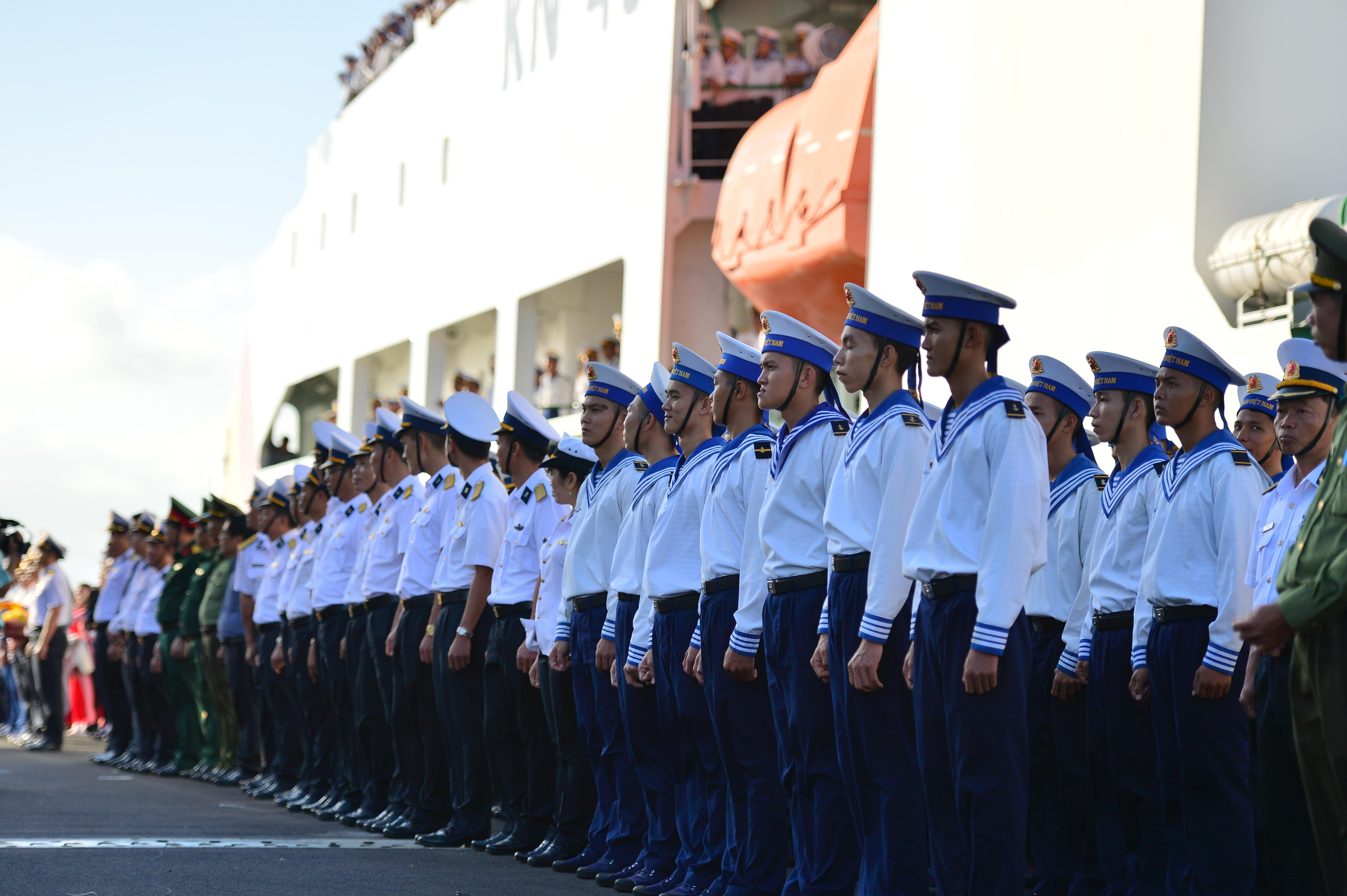 Xúc động lễ tiễn quân ra quần đảo Trường Sa làm nhiệm vụ - 2