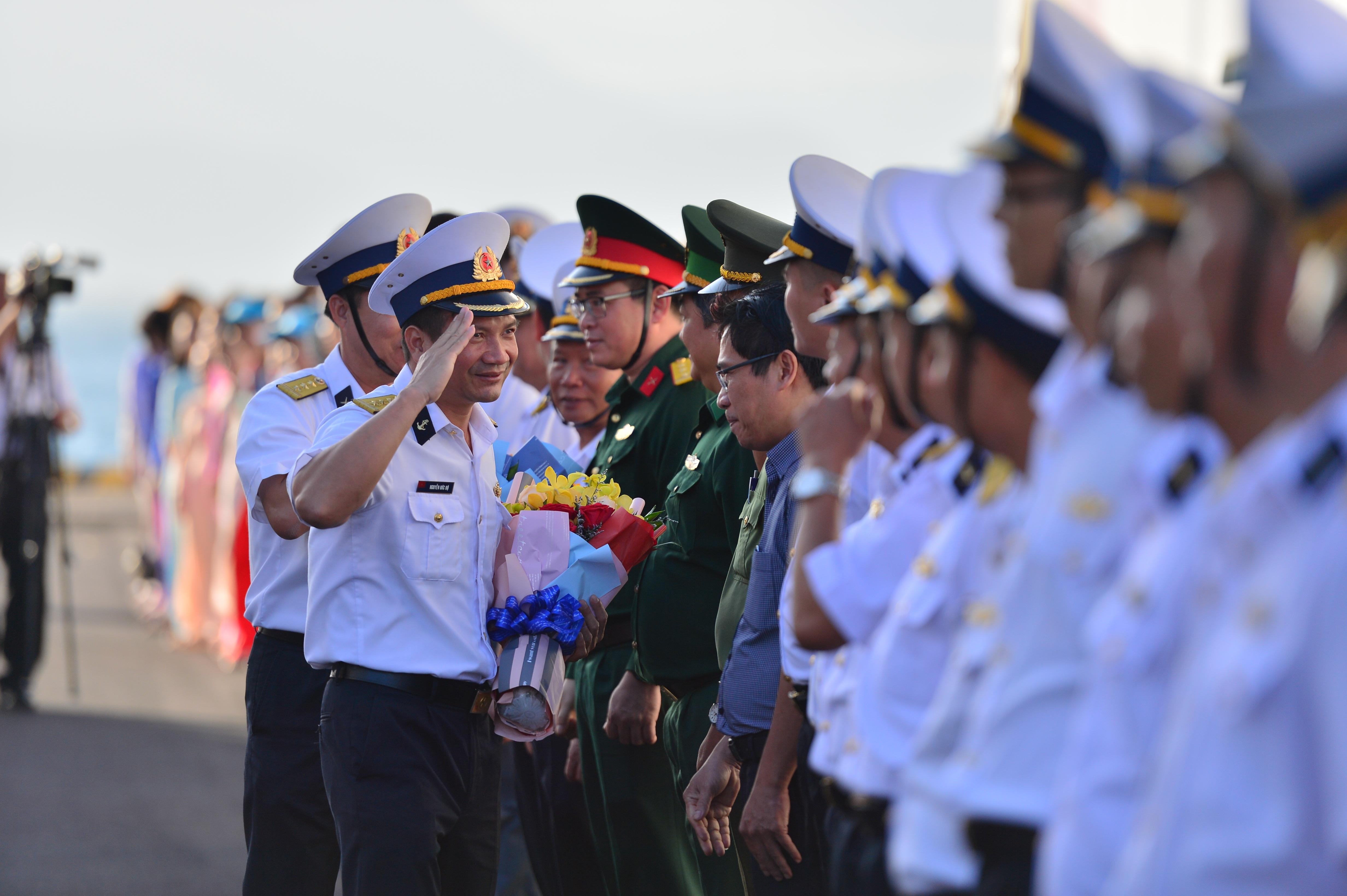 Xúc động lễ tiễn quân ra quần đảo Trường Sa làm nhiệm vụ - 3