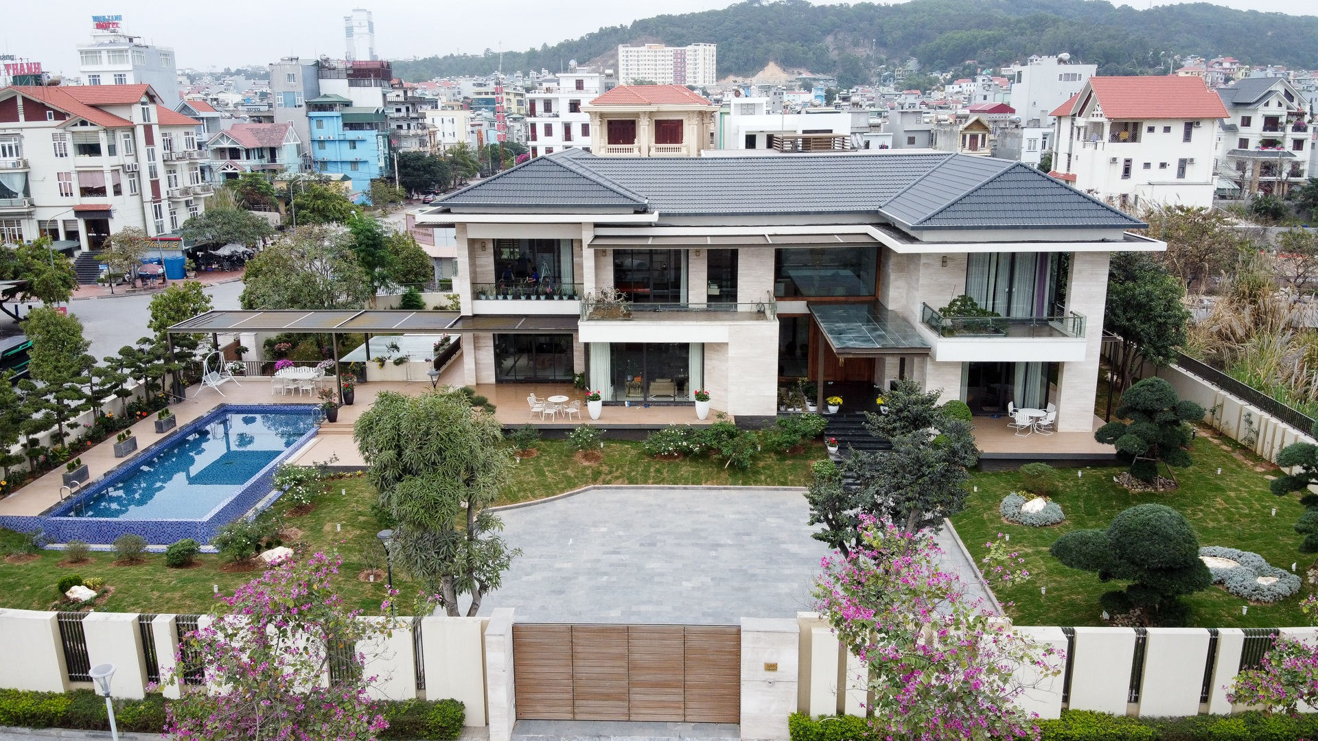 Mãn nhãn với loạt biệt thự xanh tại phố nhà giàu  ven biển Hạ Long - 5