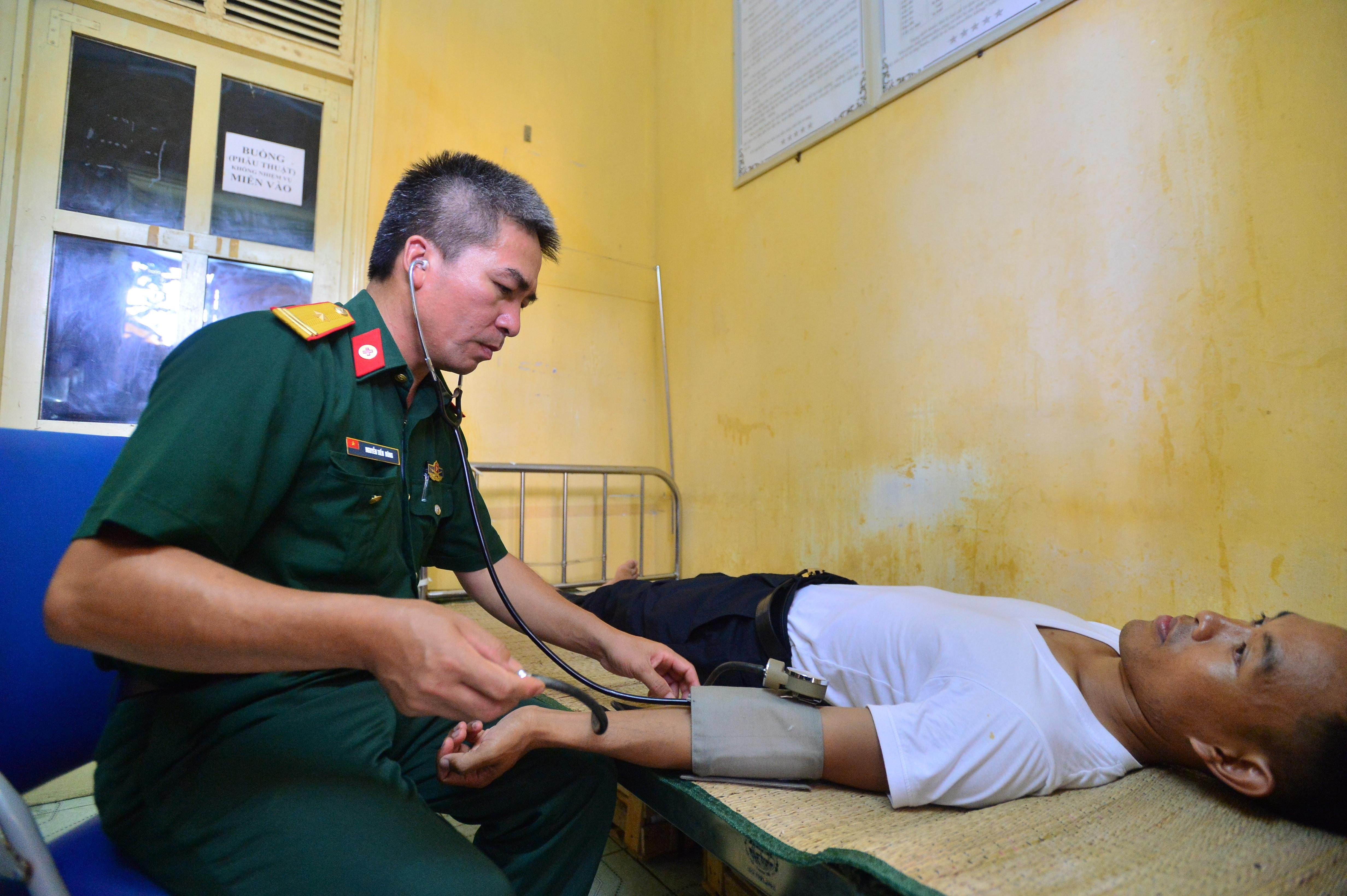 Điểm tựa cho ngư dân bám biển, gìn giữ máu thịt của đất mẹ Việt Nam - 7