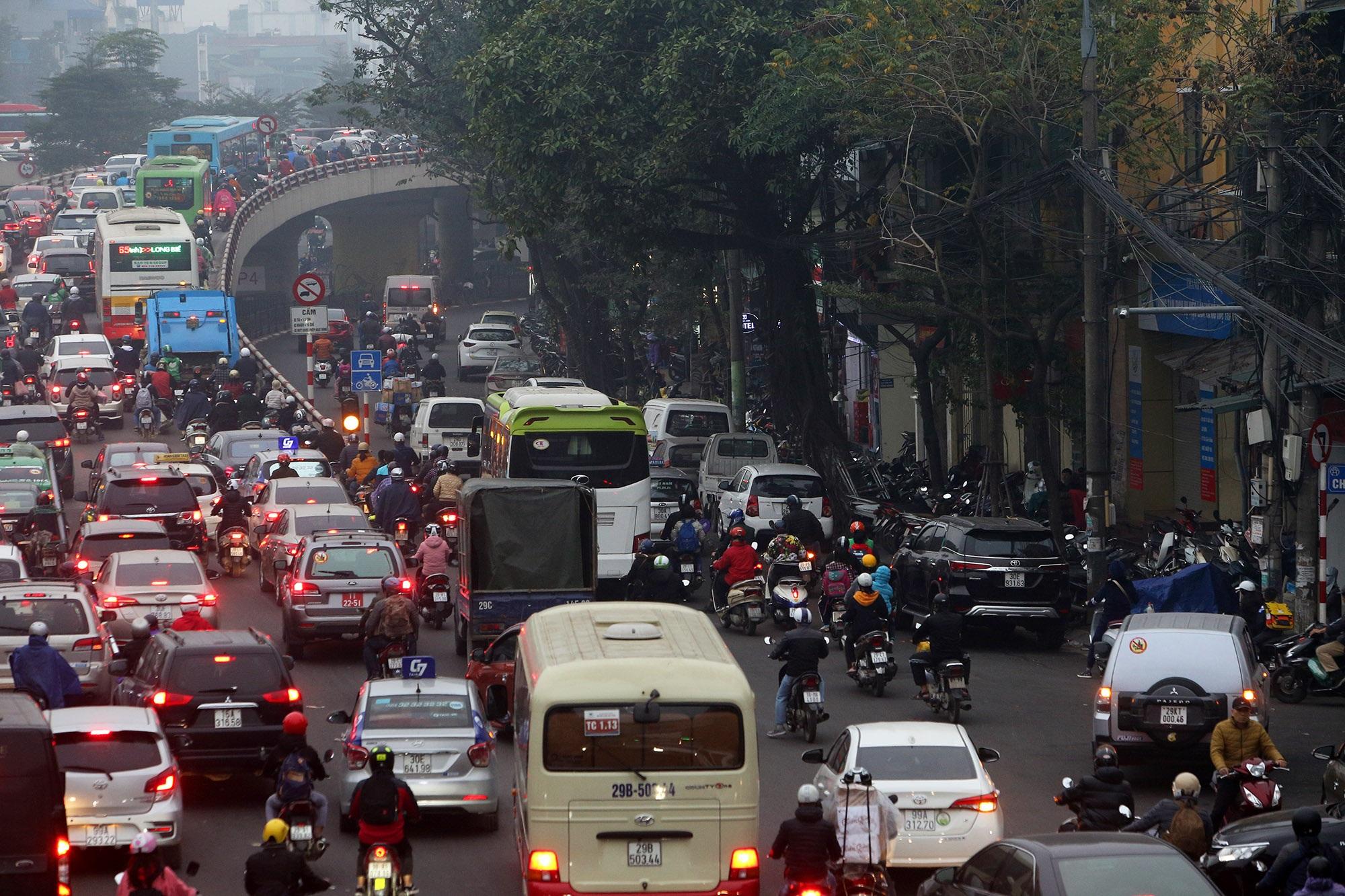 Hà Nội: Đường phố giáp Tết kẹt cứng - 12