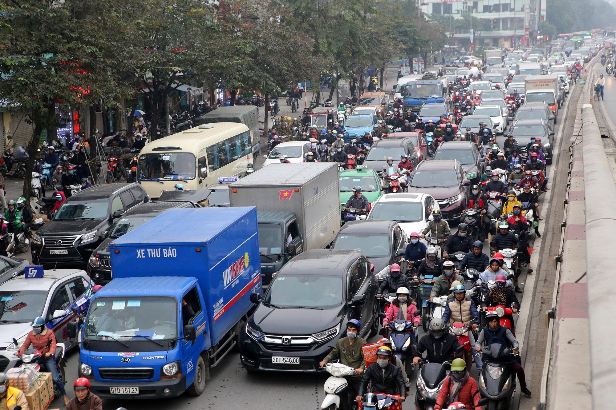 Hà Nội: Đường phố giáp Tết kẹt cứng - 14