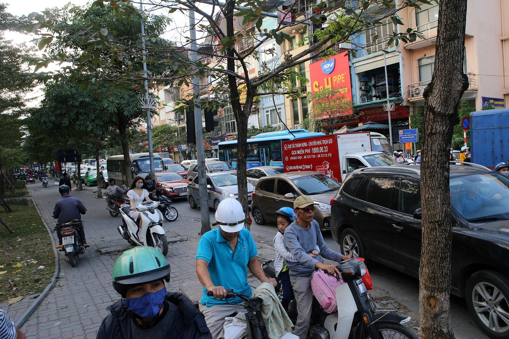Hà Nội: Đường phố giáp Tết kẹt cứng - 6