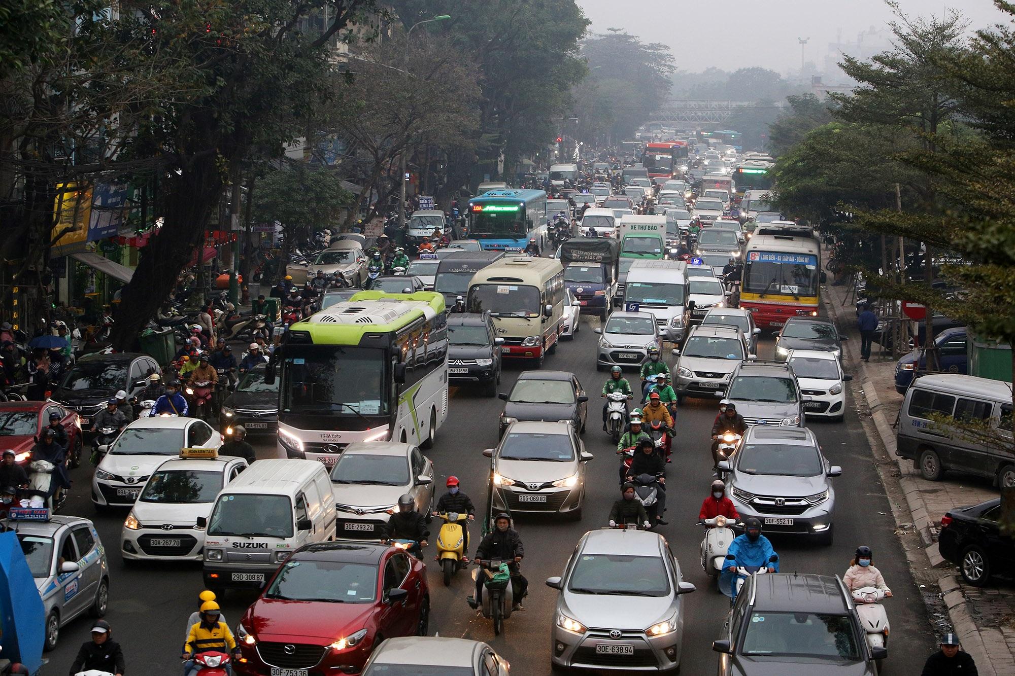 Hà Nội: Đường phố giáp Tết kẹt cứng - 9