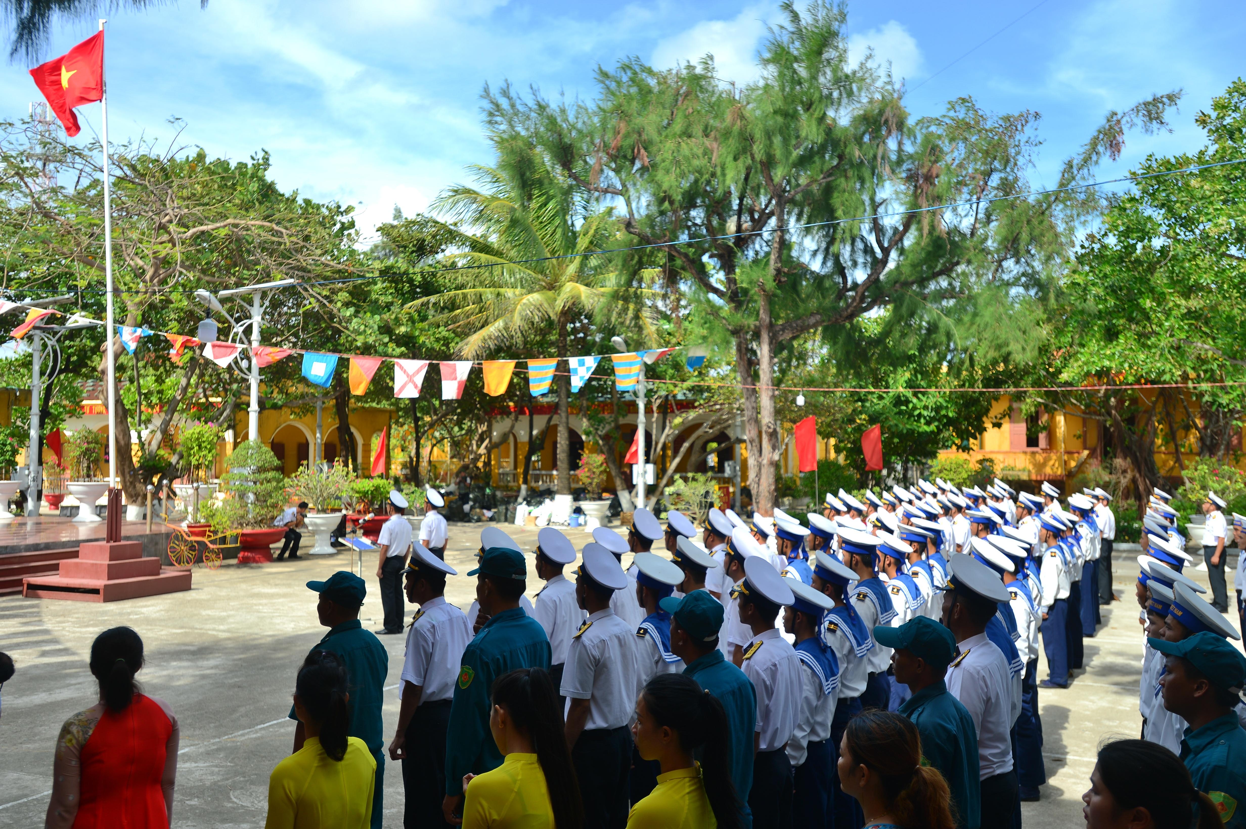 Thiêng liêng lễ chào cờ đầu năm mới tại Trường Sa - 2