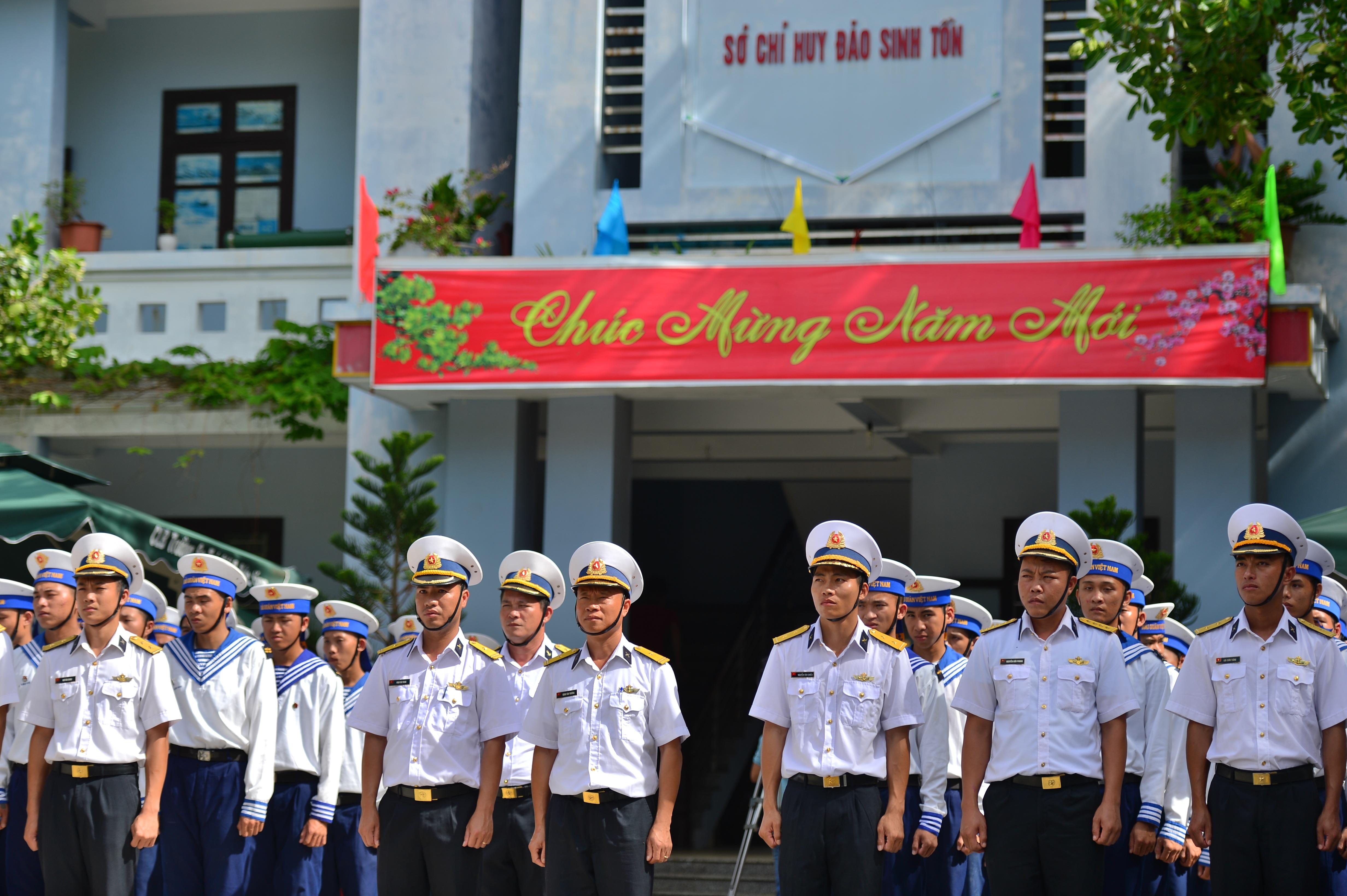 Thiêng liêng lễ chào cờ đầu năm mới tại Trường Sa - 3