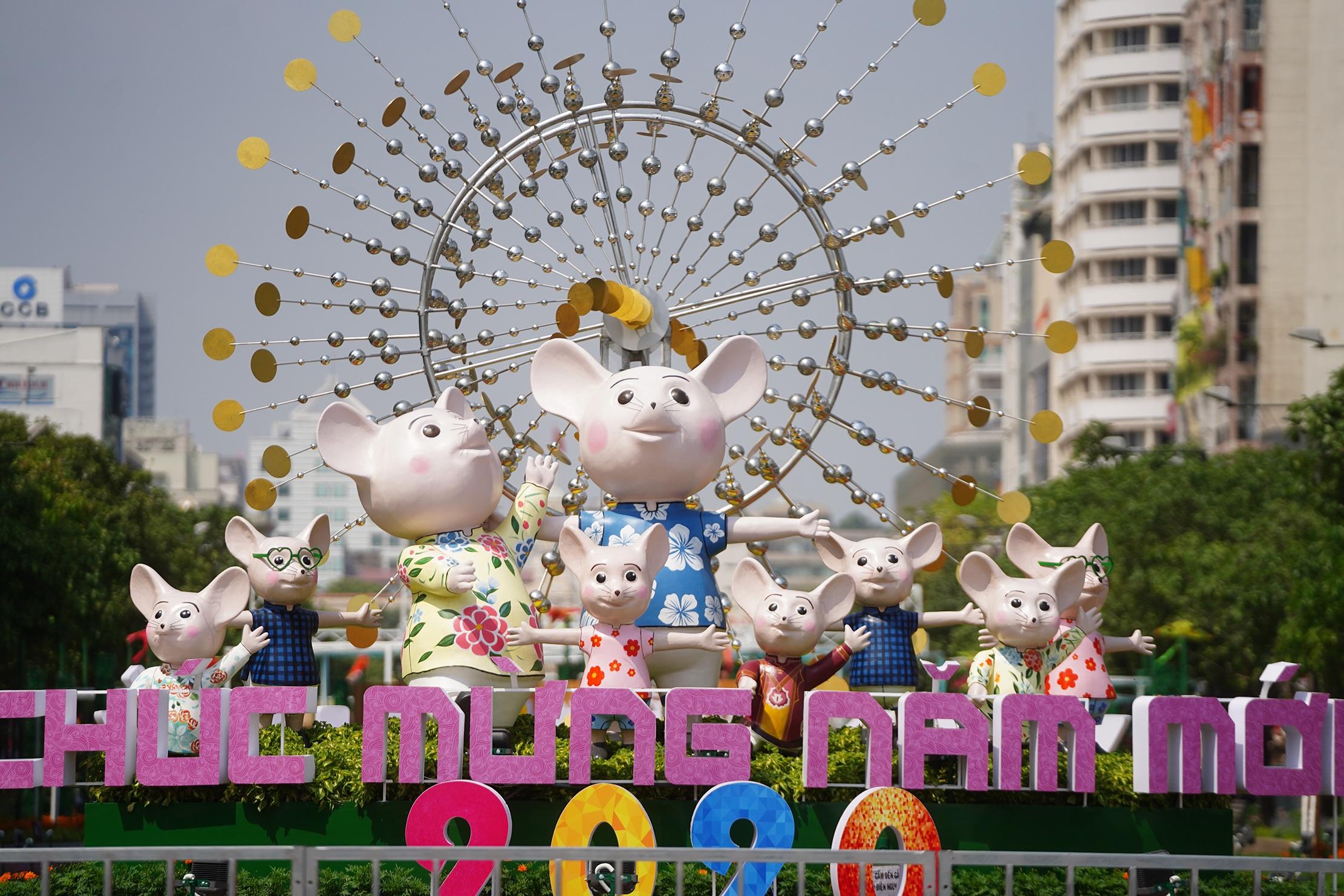 Mãn nhãn ngắm đường hoa Nguyễn Huệ trước giờ G - 24