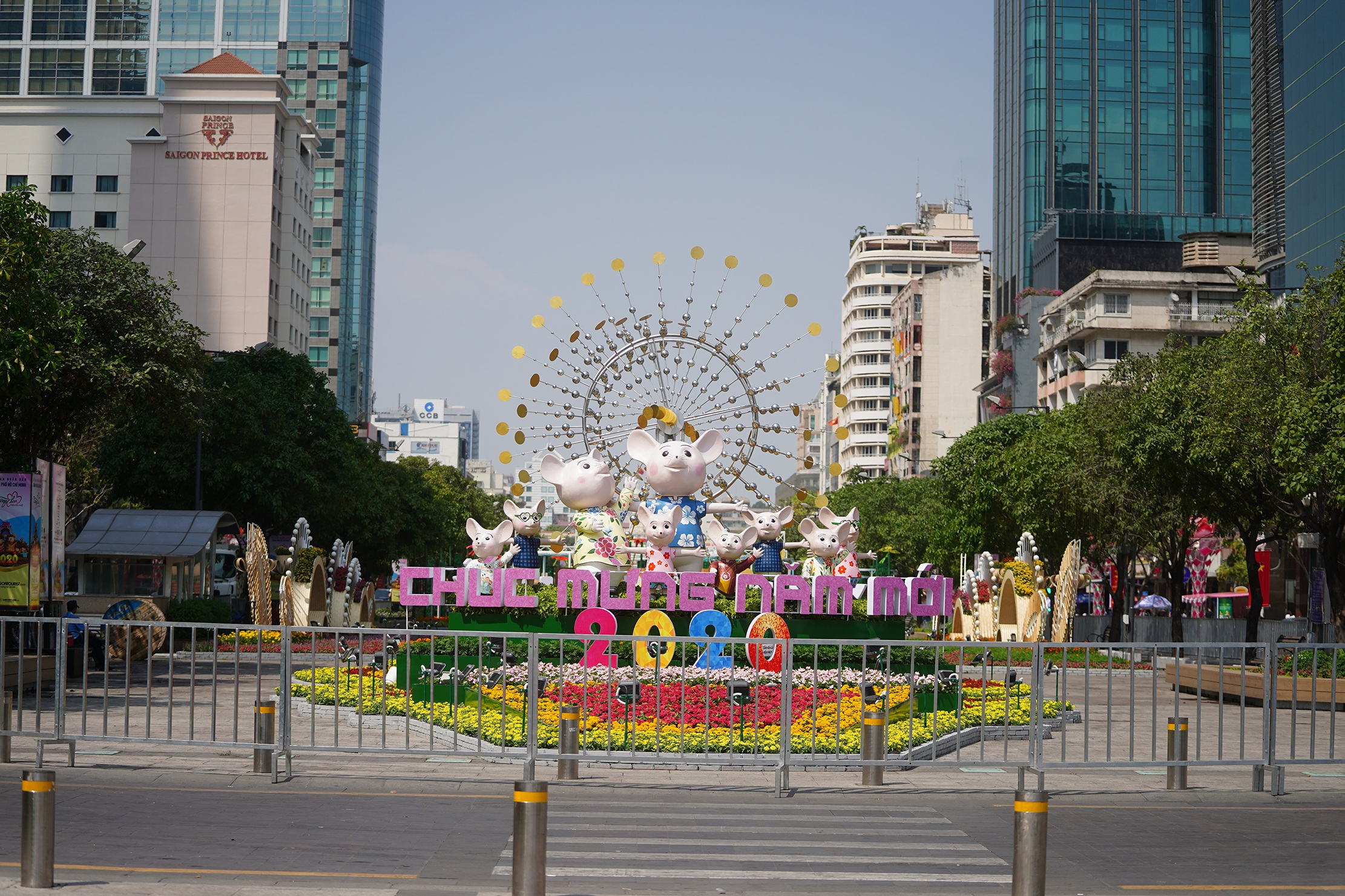 Mãn nhãn ngắm đường hoa Nguyễn Huệ trước giờ G - 11
