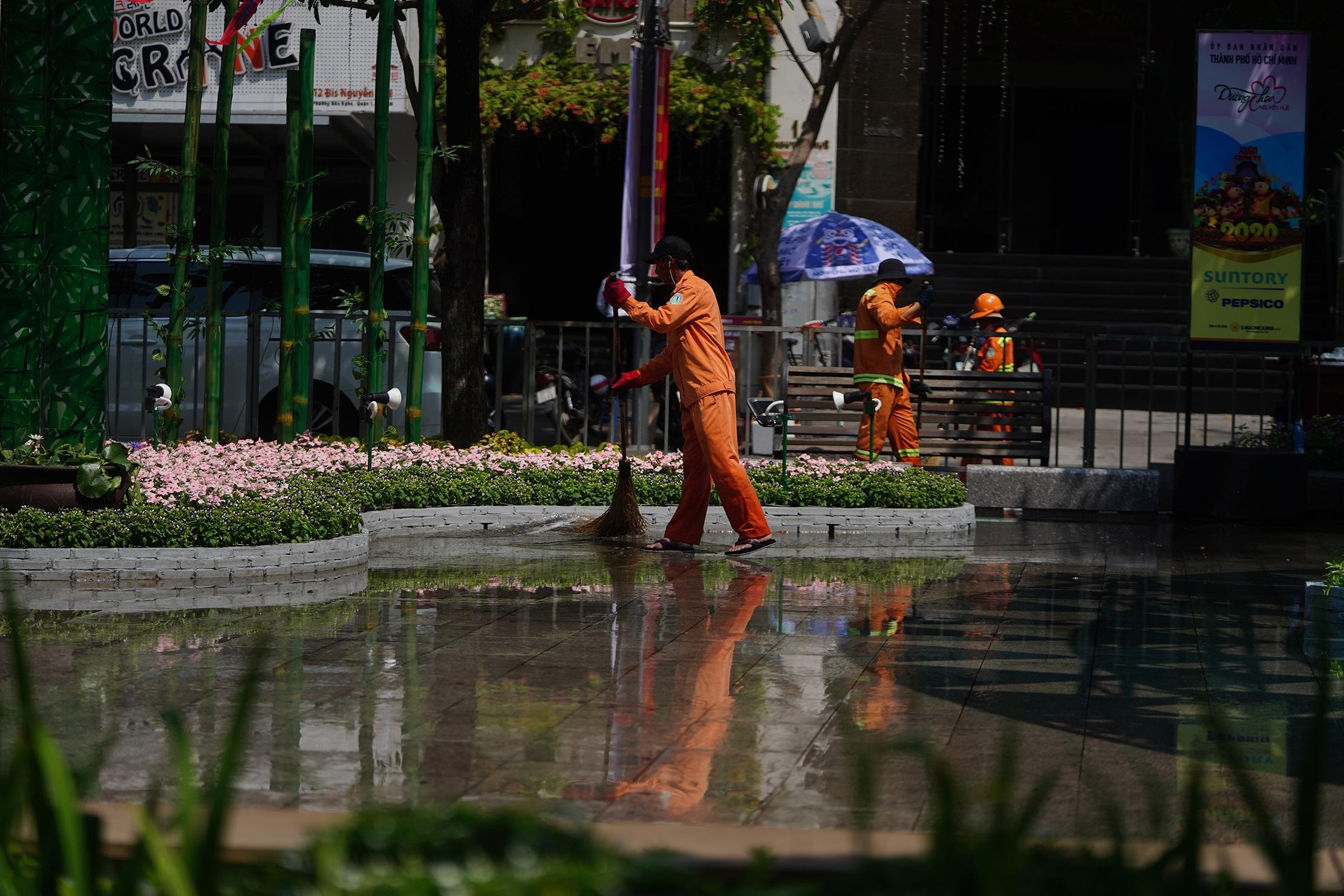 Mãn nhãn ngắm đường hoa Nguyễn Huệ trước giờ G - 12