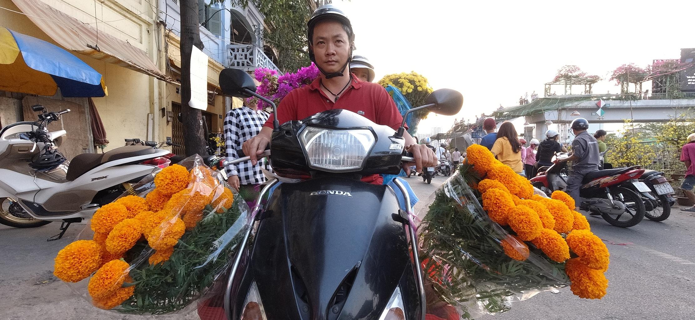 Một lần đi chợ hoa trên bến dưới thuyền độc, lạ nhất Sài Gòn - 6