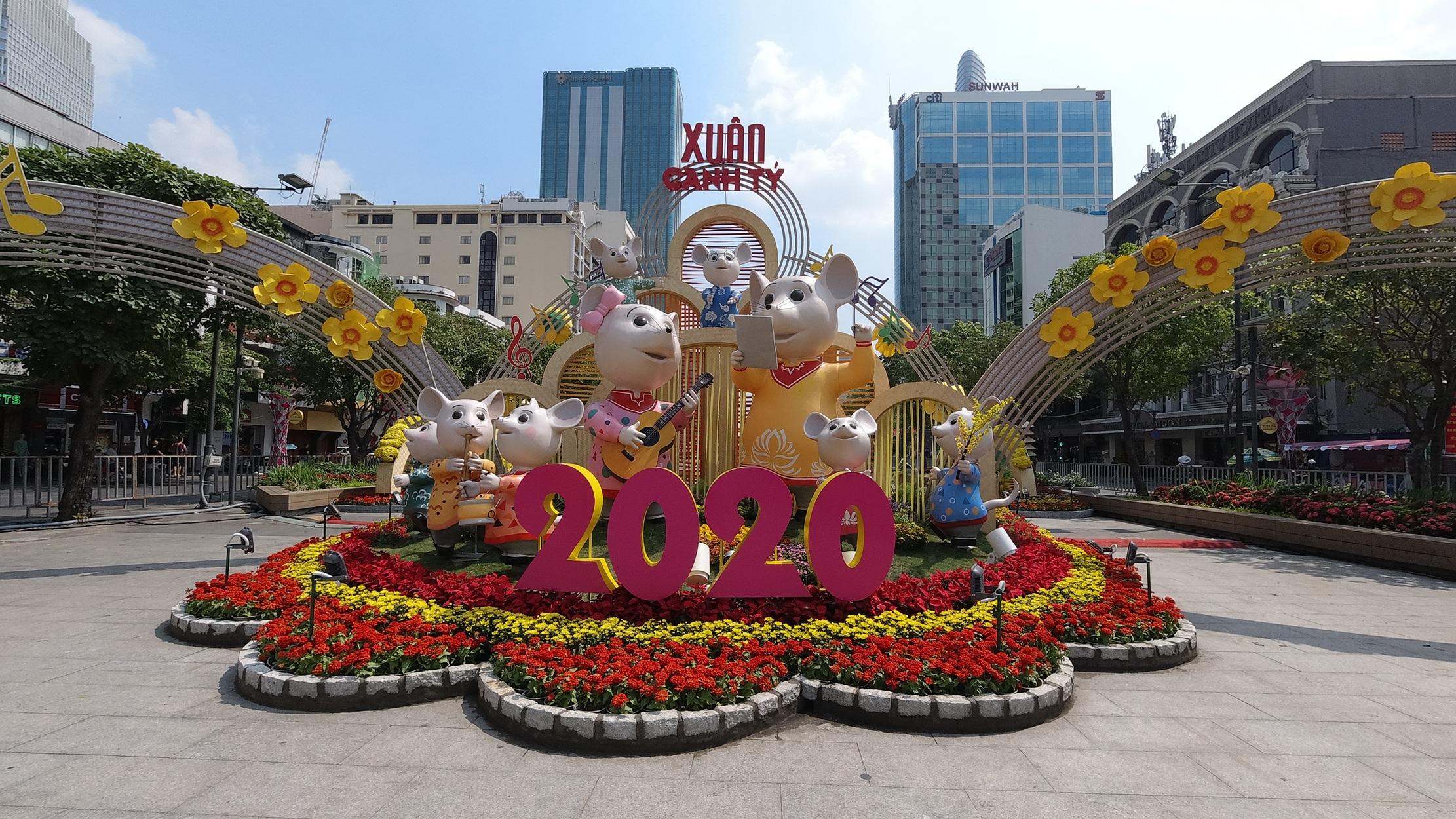 Mãn nhãn ngắm đường hoa Nguyễn Huệ trước giờ G - 17