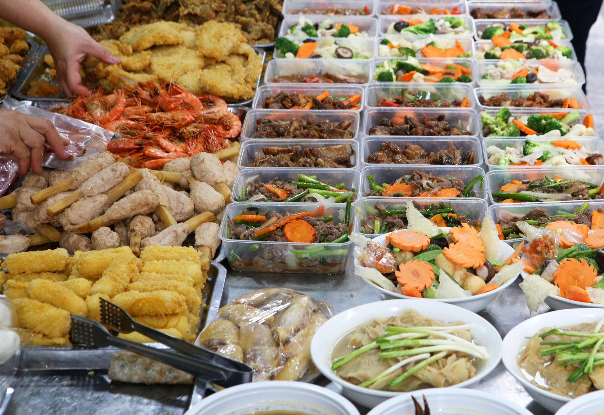 Người Hà Nội chen chân trong phiên chợ cuối cùng của năm - 3