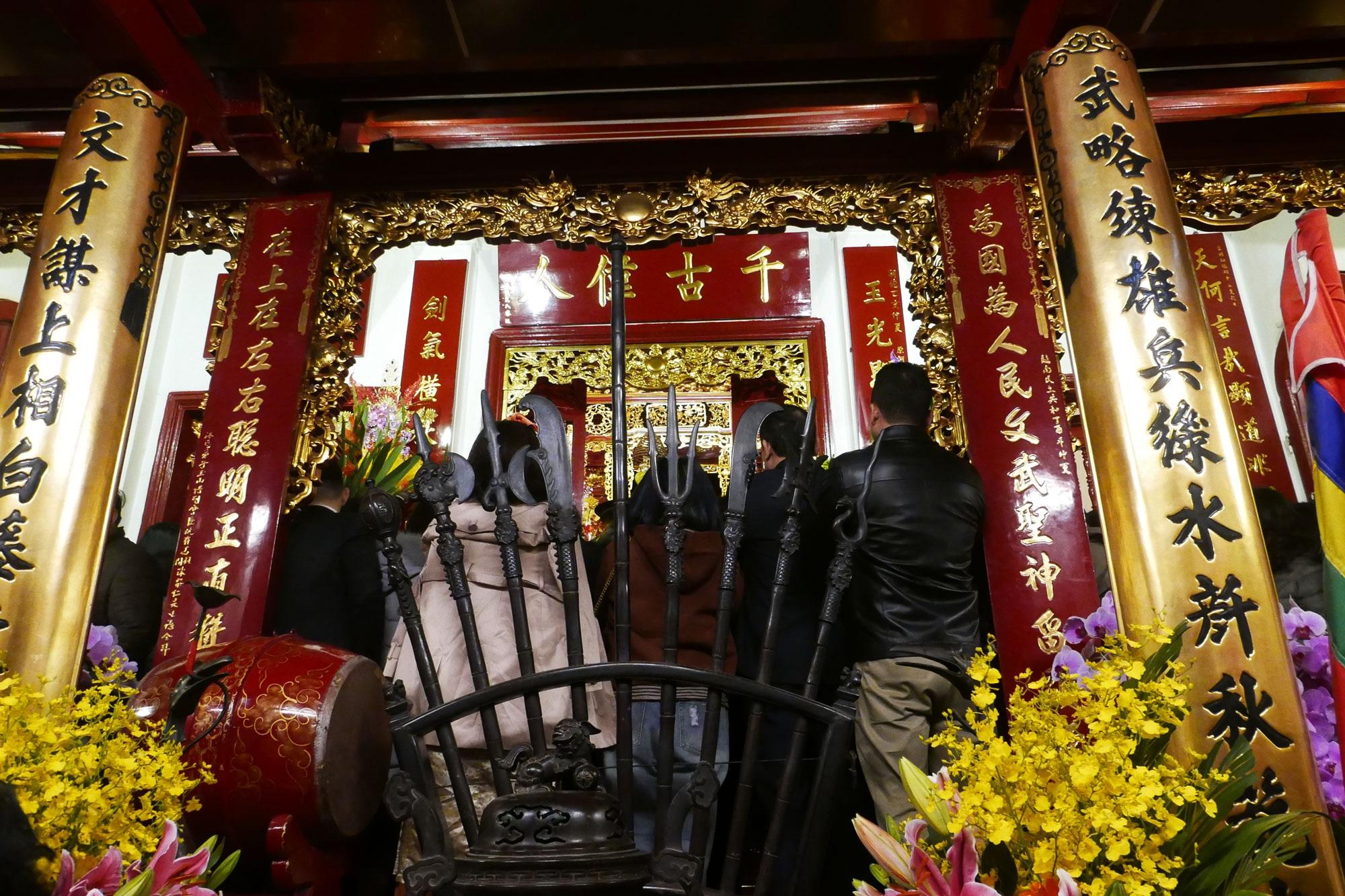 Cảnh lễ đền dưới mưa xuân tuyệt đẹp ở Hà Nội ngày mùng 1 Tết - 16