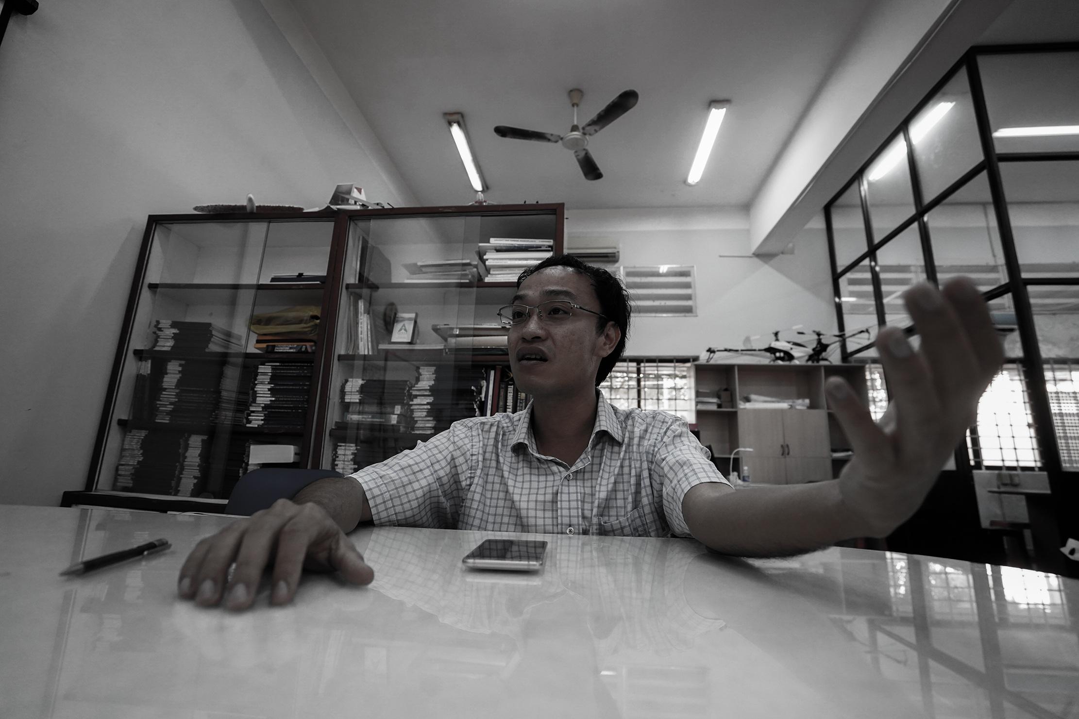 Phó giáo sư 37 tuổi chế tạo máy bay dành cho nhà nông - 5