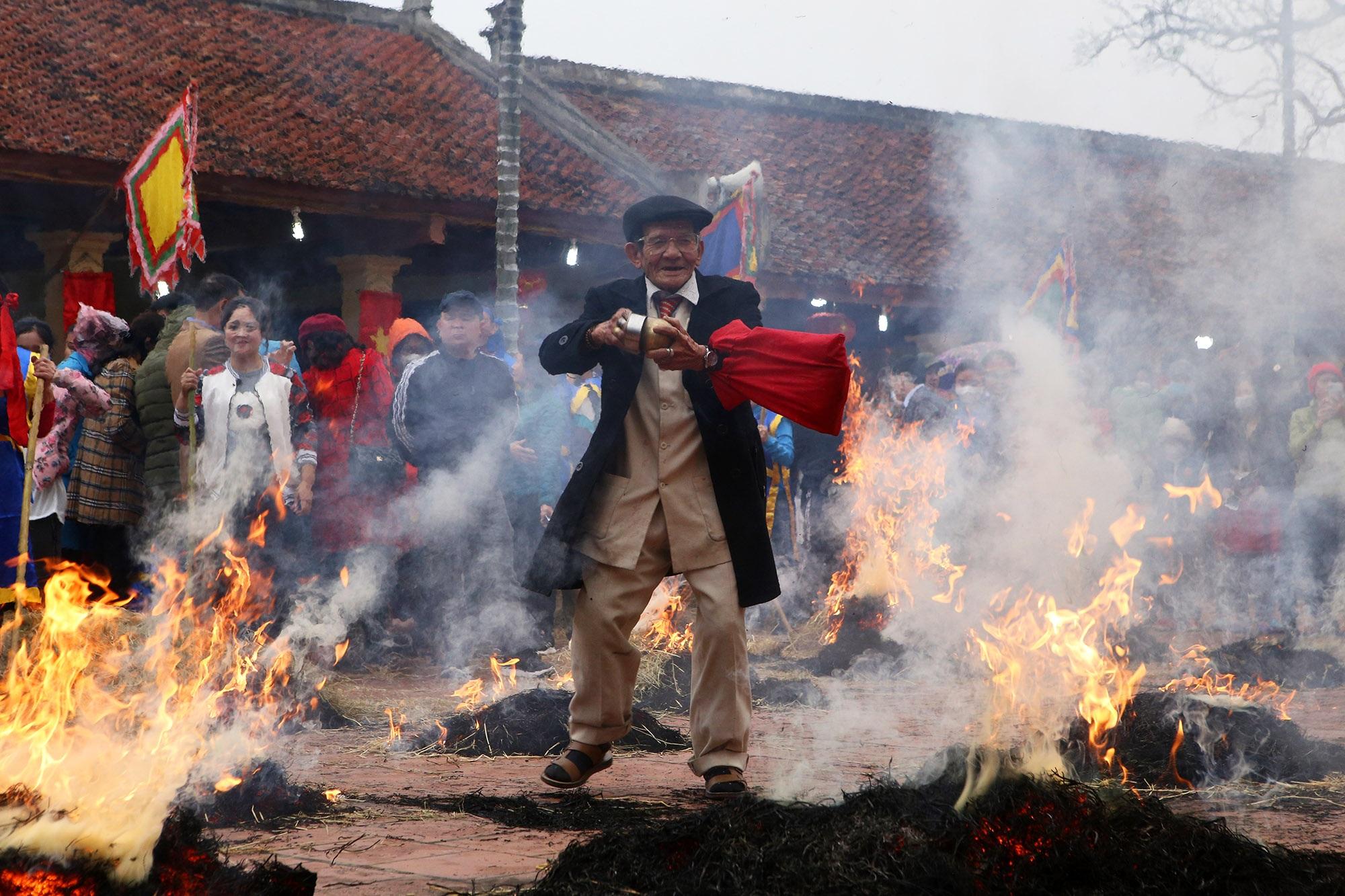 Hình ảnh đặc biệt trong lễ thổi cơm cổ xưa ít phút trước lệnh cấm vì virus corona - 10
