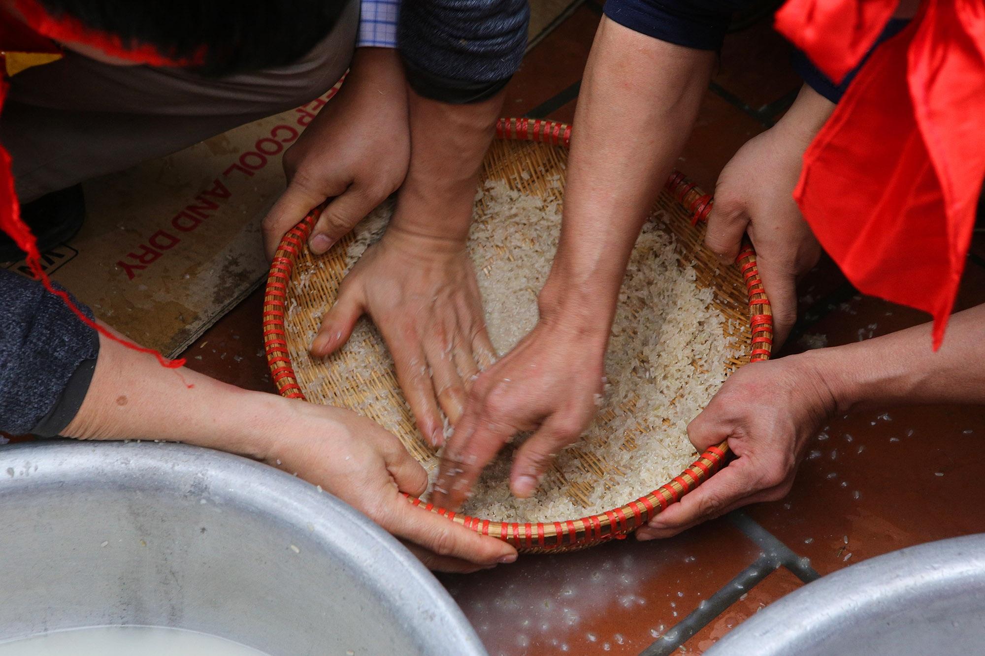 Hình ảnh đặc biệt trong lễ thổi cơm cổ xưa ít phút trước lệnh cấm vì virus corona - 8