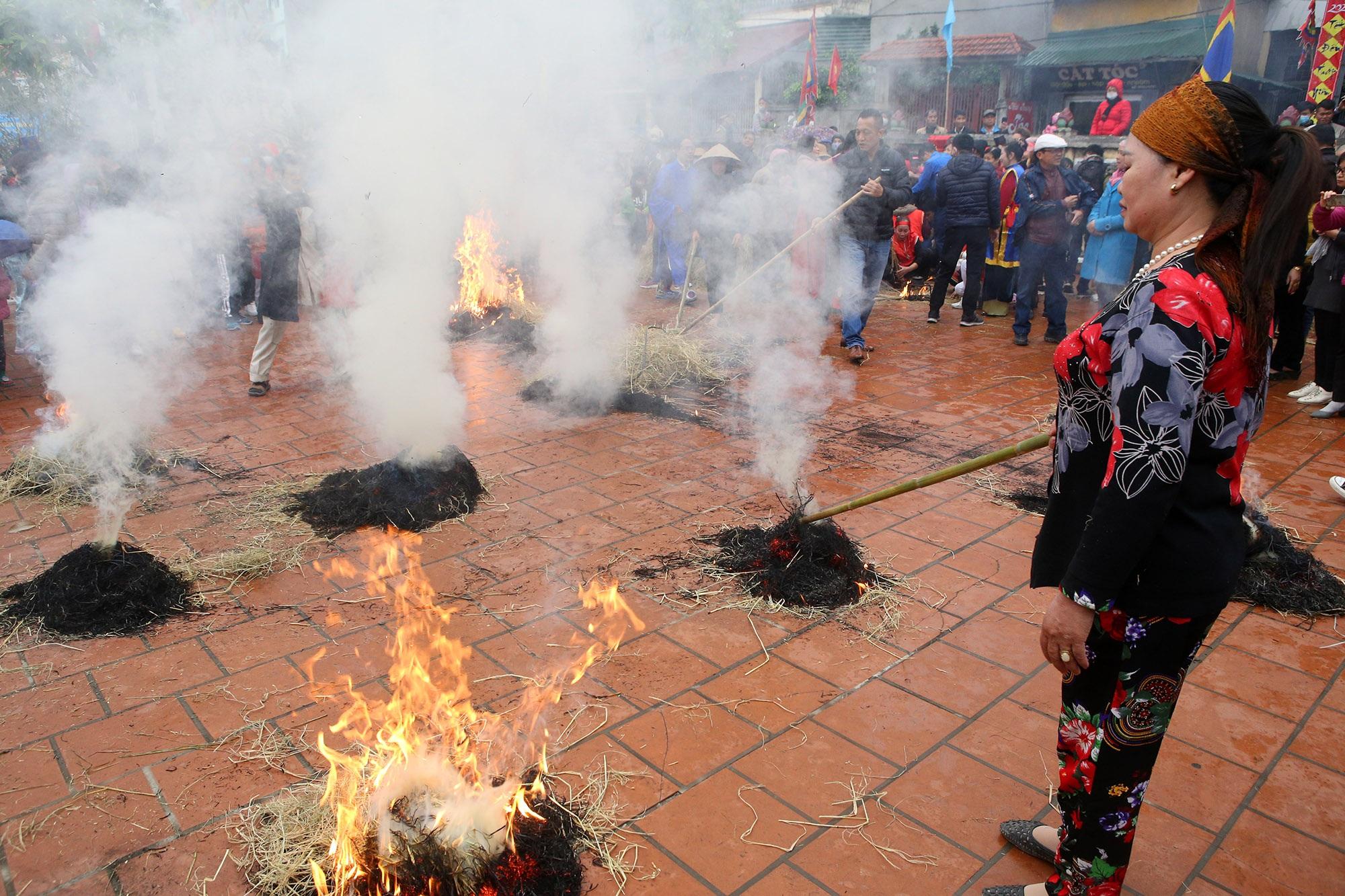 Hình ảnh đặc biệt trong lễ thổi cơm cổ xưa ít phút trước lệnh cấm vì virus corona - 9