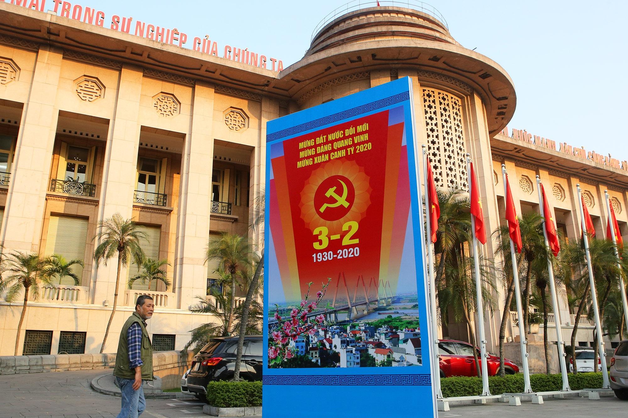 Hà Nội rực rỡ cờ, hoa mừng 90 năm Ngày thành lập Đảng - 11