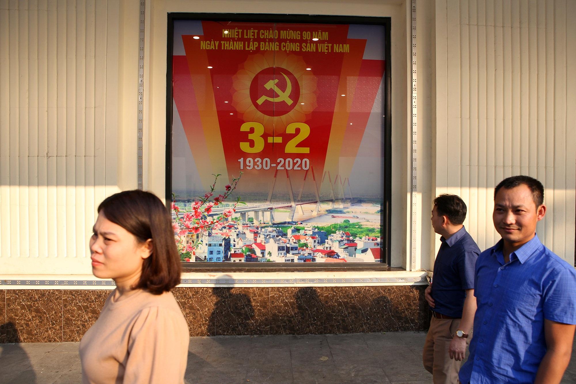Hà Nội rực rỡ cờ, hoa mừng 90 năm Ngày thành lập Đảng - 12
