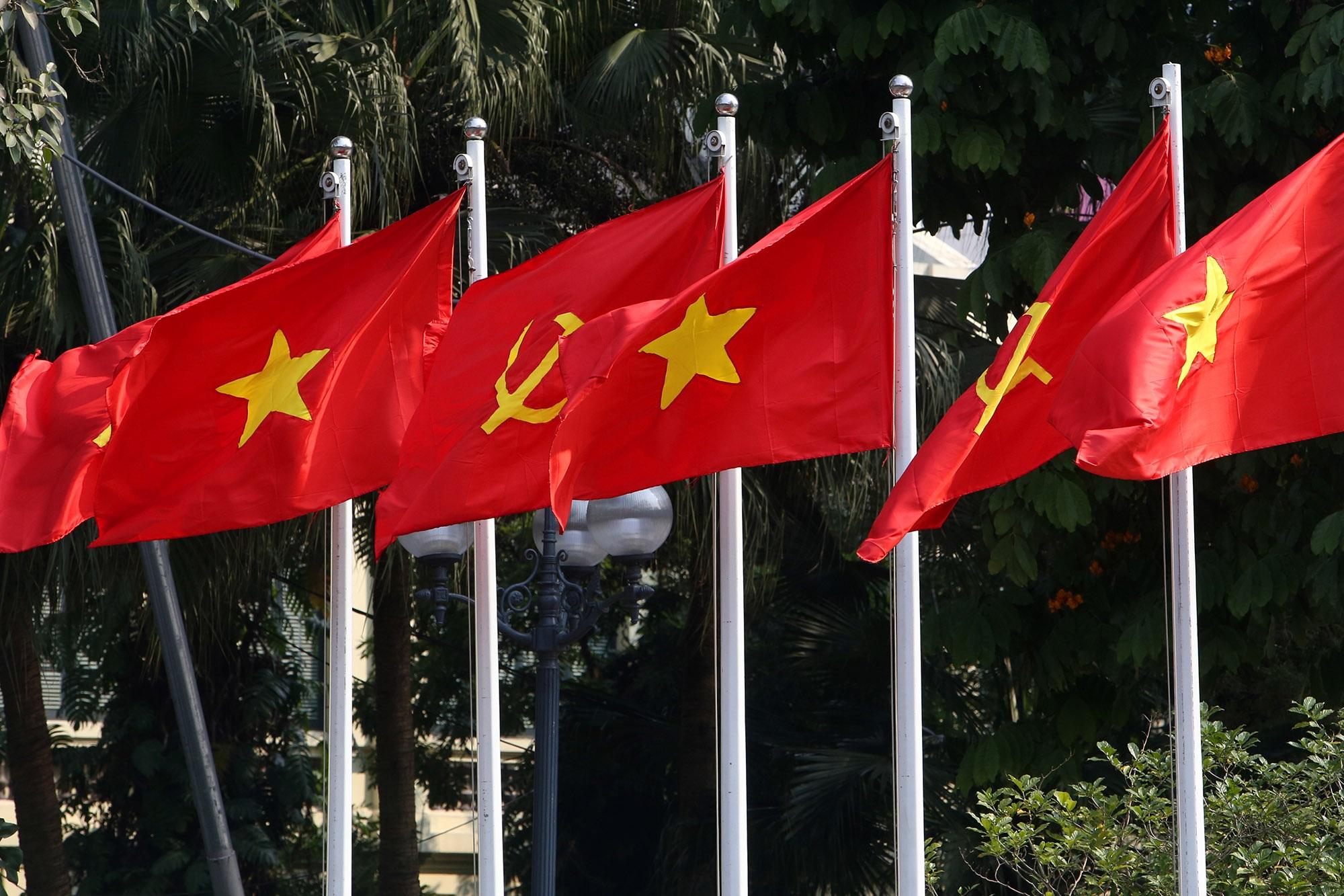 Hà Nội rực rỡ cờ, hoa mừng 90 năm Ngày thành lập Đảng - 14